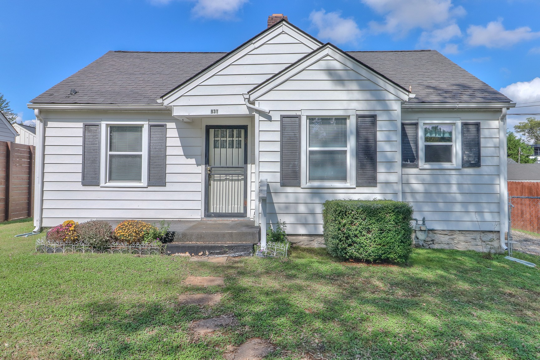 931 Granada Ave Property Photo 1