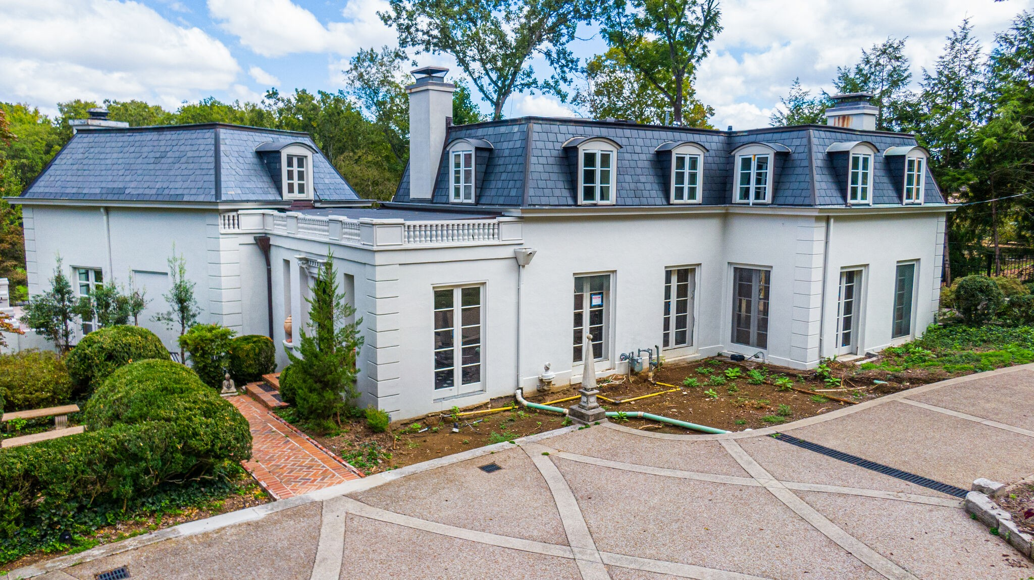 110 Lynnwood Blvd Property Photo 1