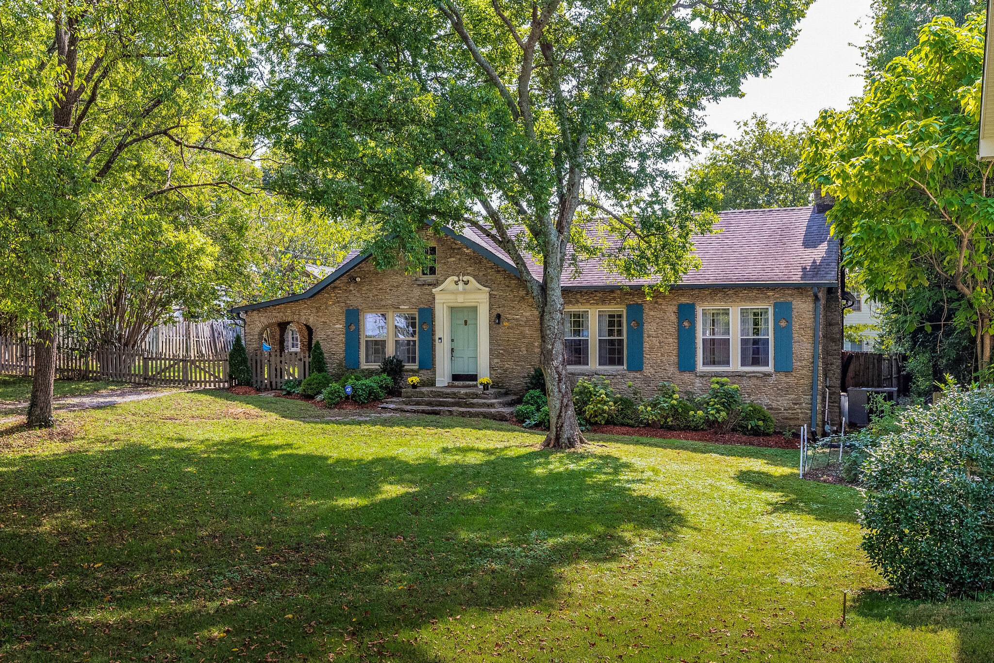 215 Walton Ln Property Photo