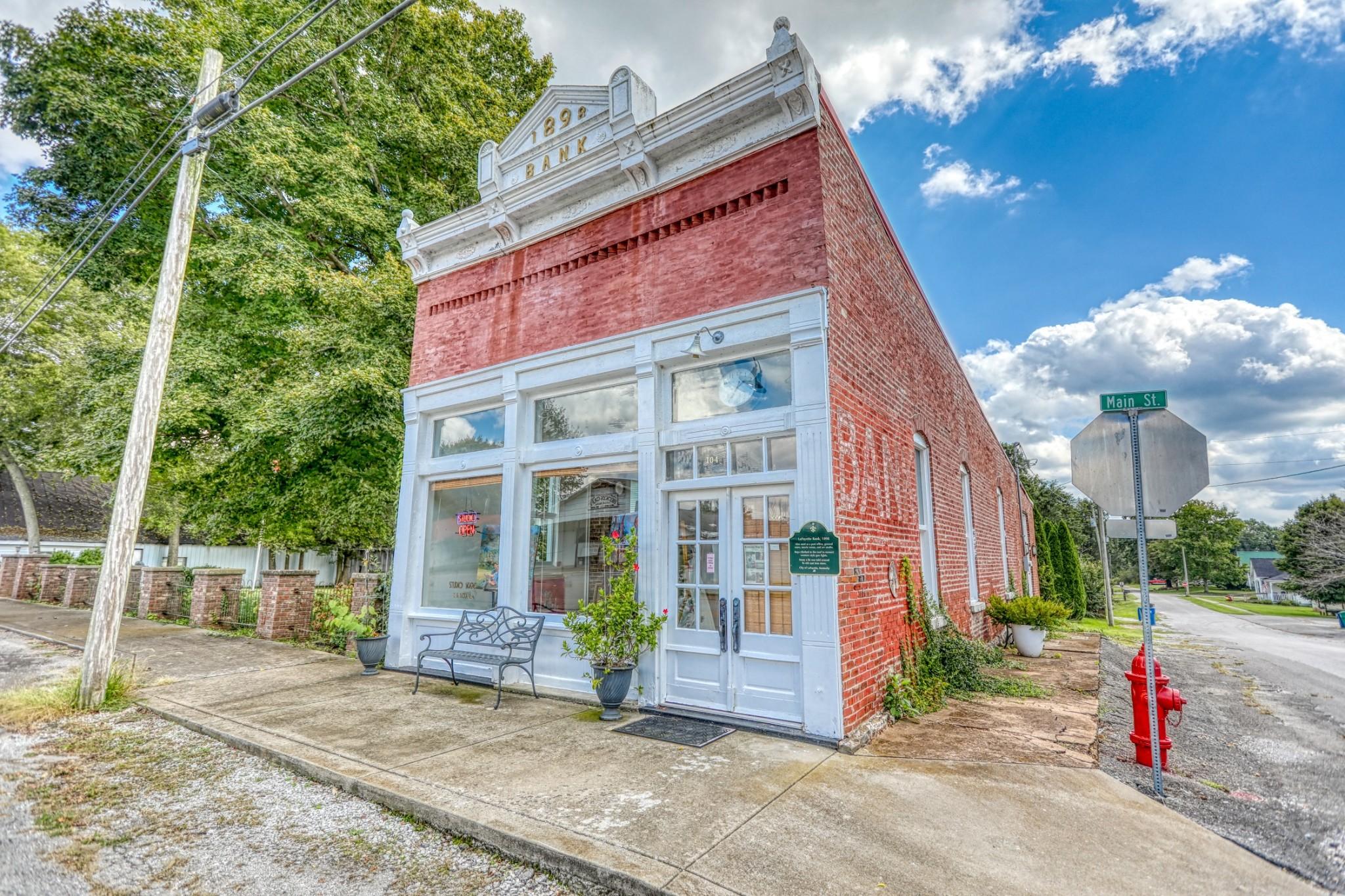 104 N Main St Property Photo