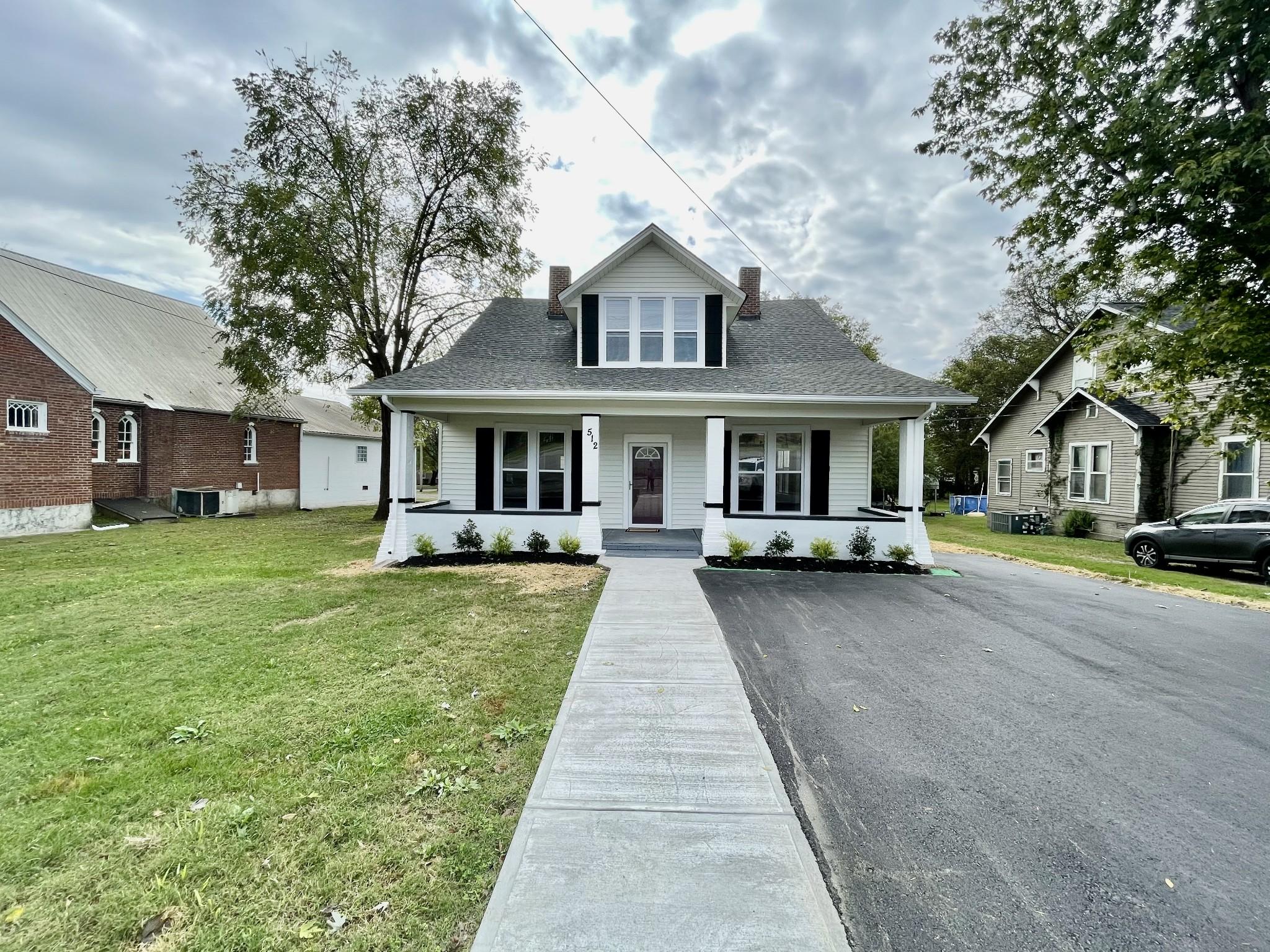 512 W Main St Property Photo