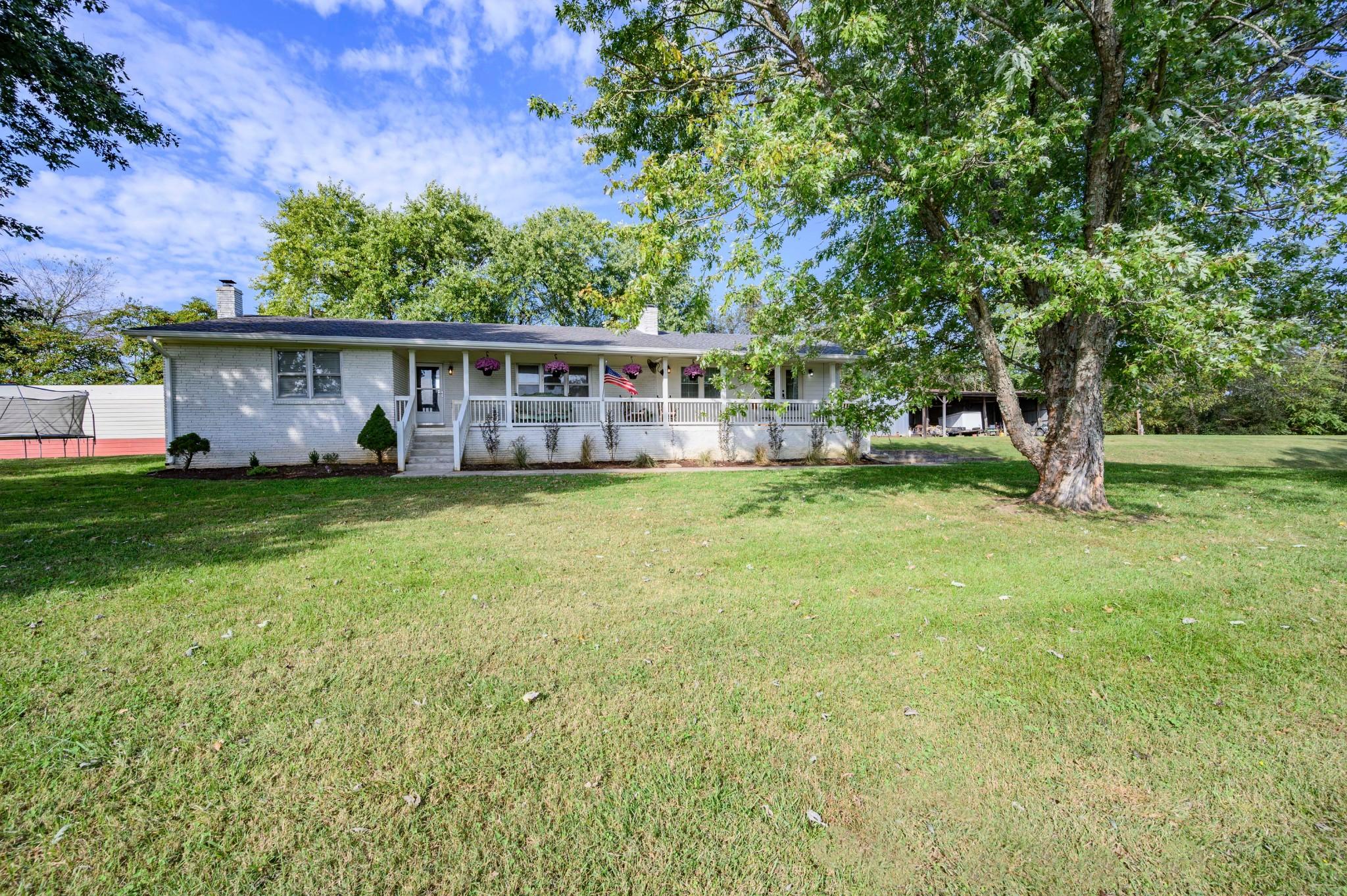975 Webb Rd Property Photo