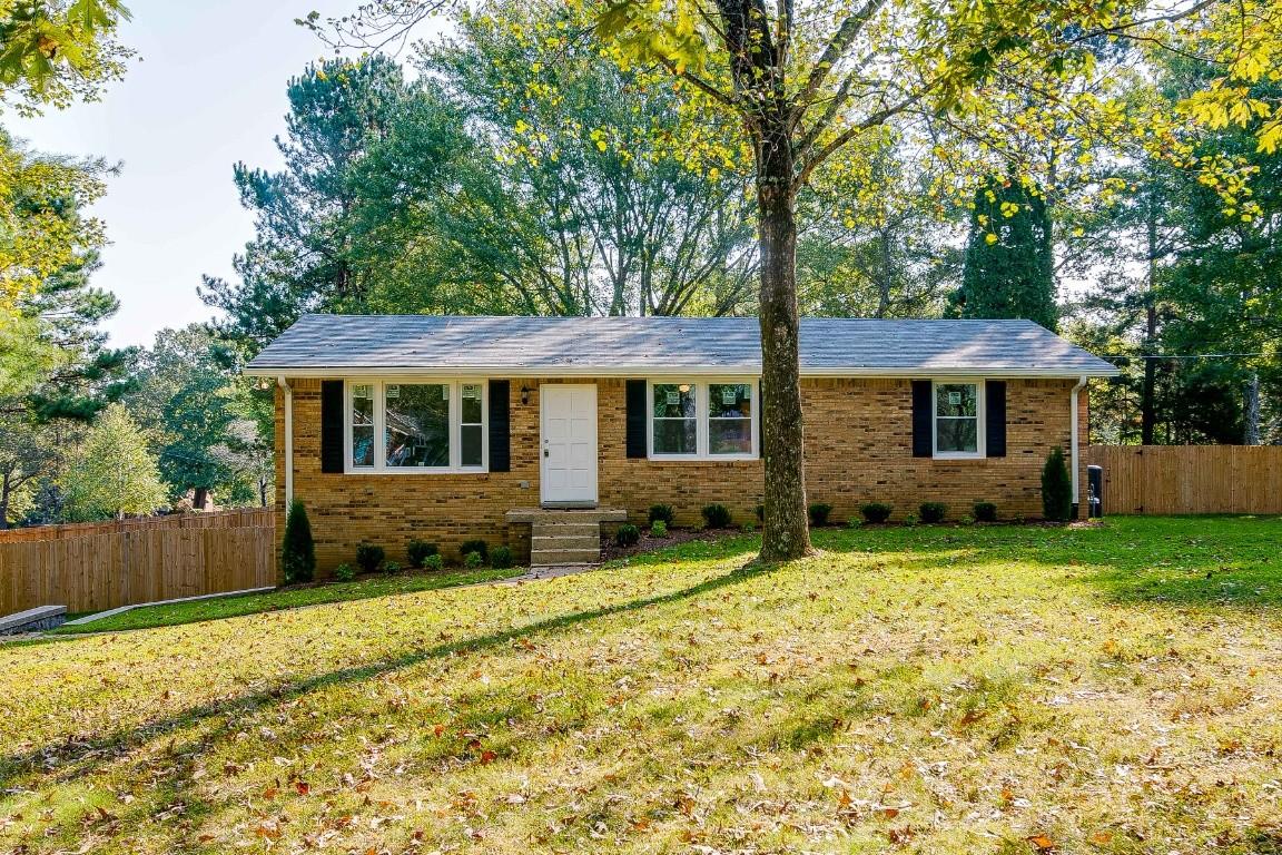 1167 Windsor Cir Property Photo