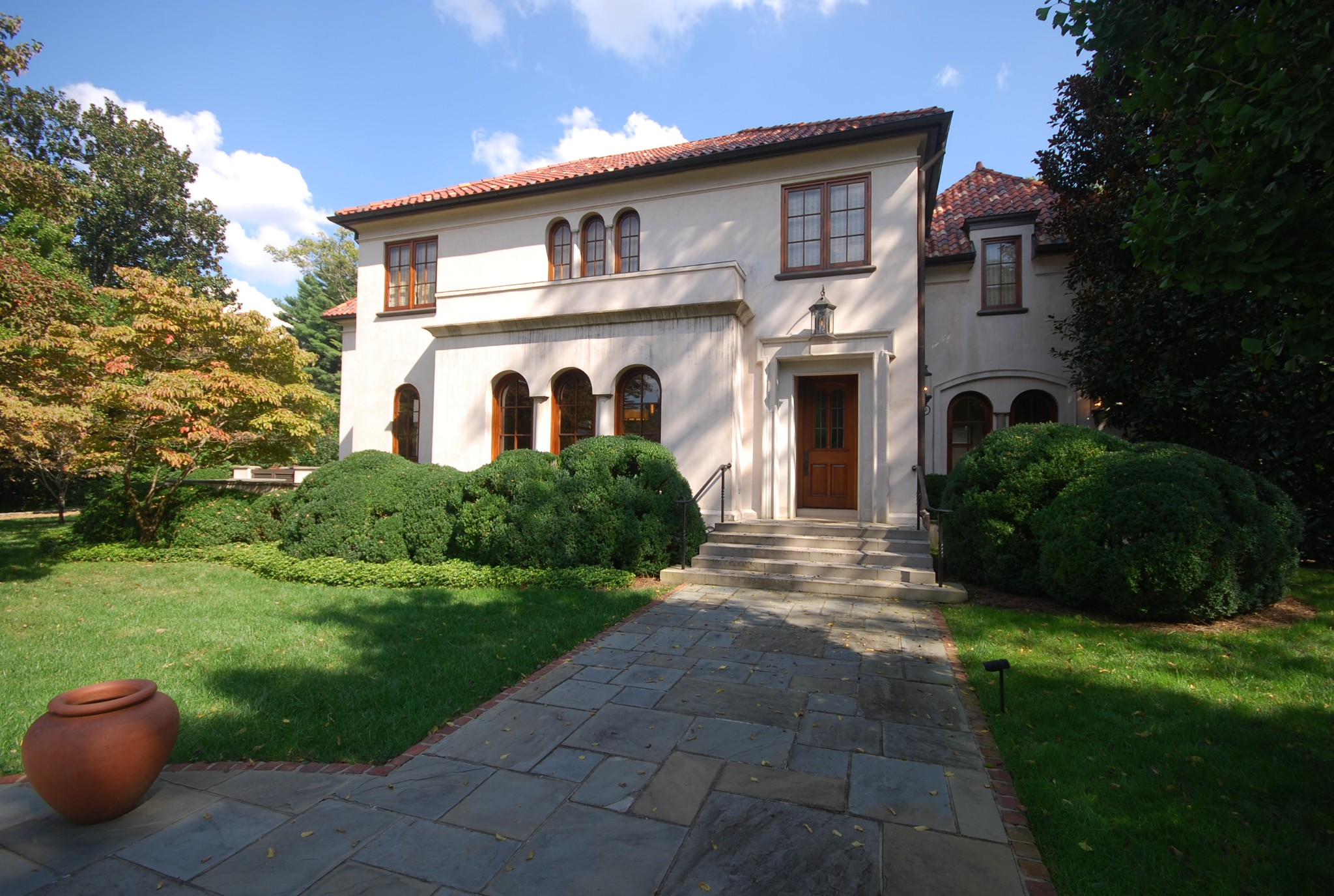 436 Royal Oaks Dr Property Photo 1