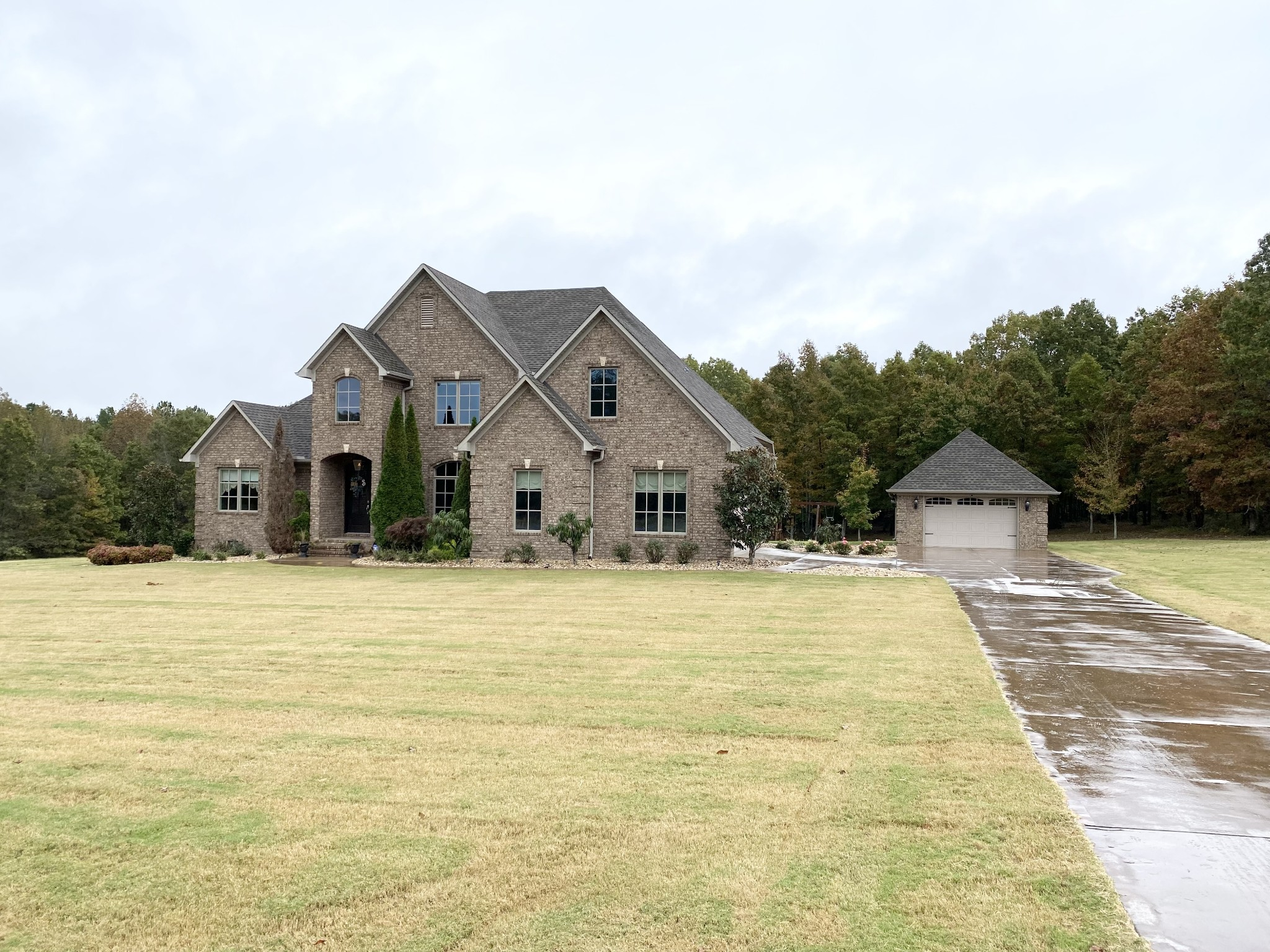 128 Airport Ct Property Photo