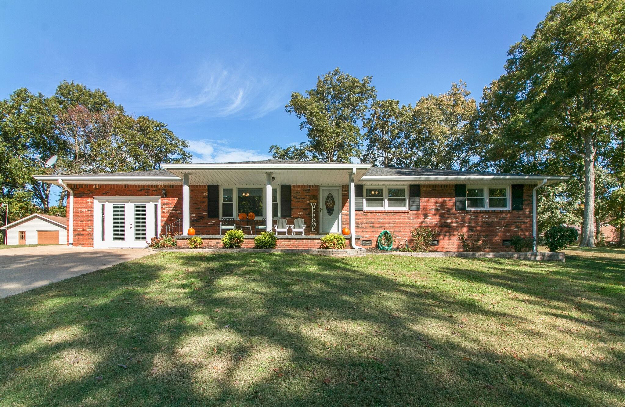 605 Lakeview Cir Property Photo