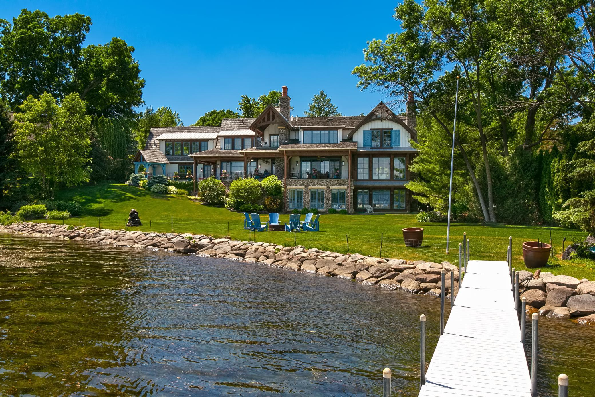 2303 Huntington Point Road Property Photo 1