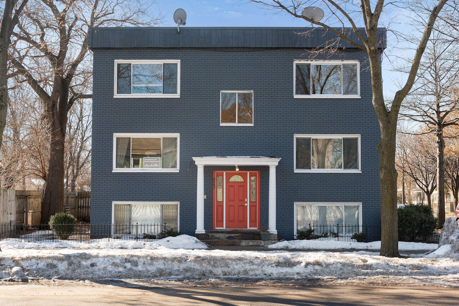 W 423 31st Street Property Photo