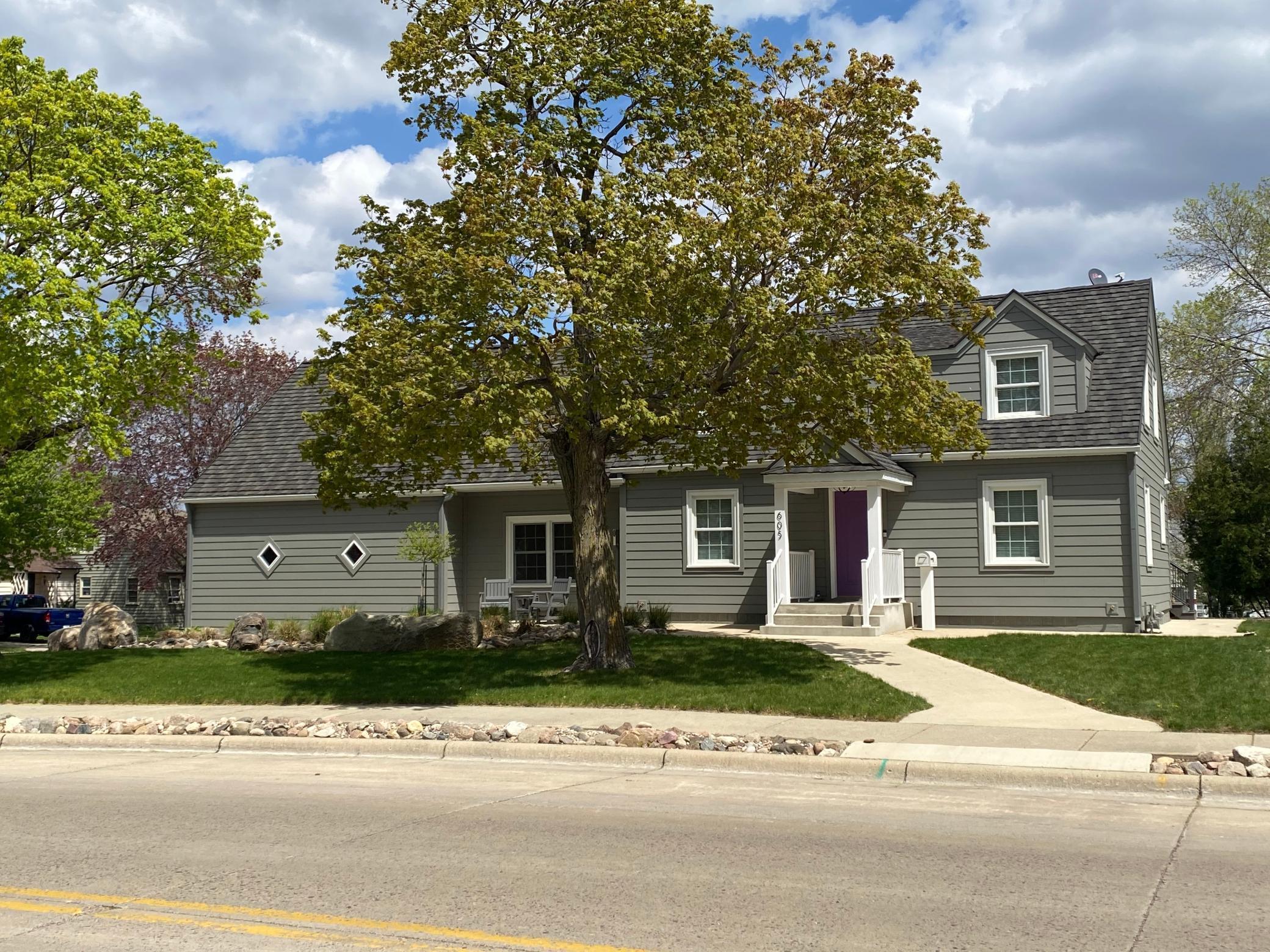 S 605 Prairie Avenue Property Photo