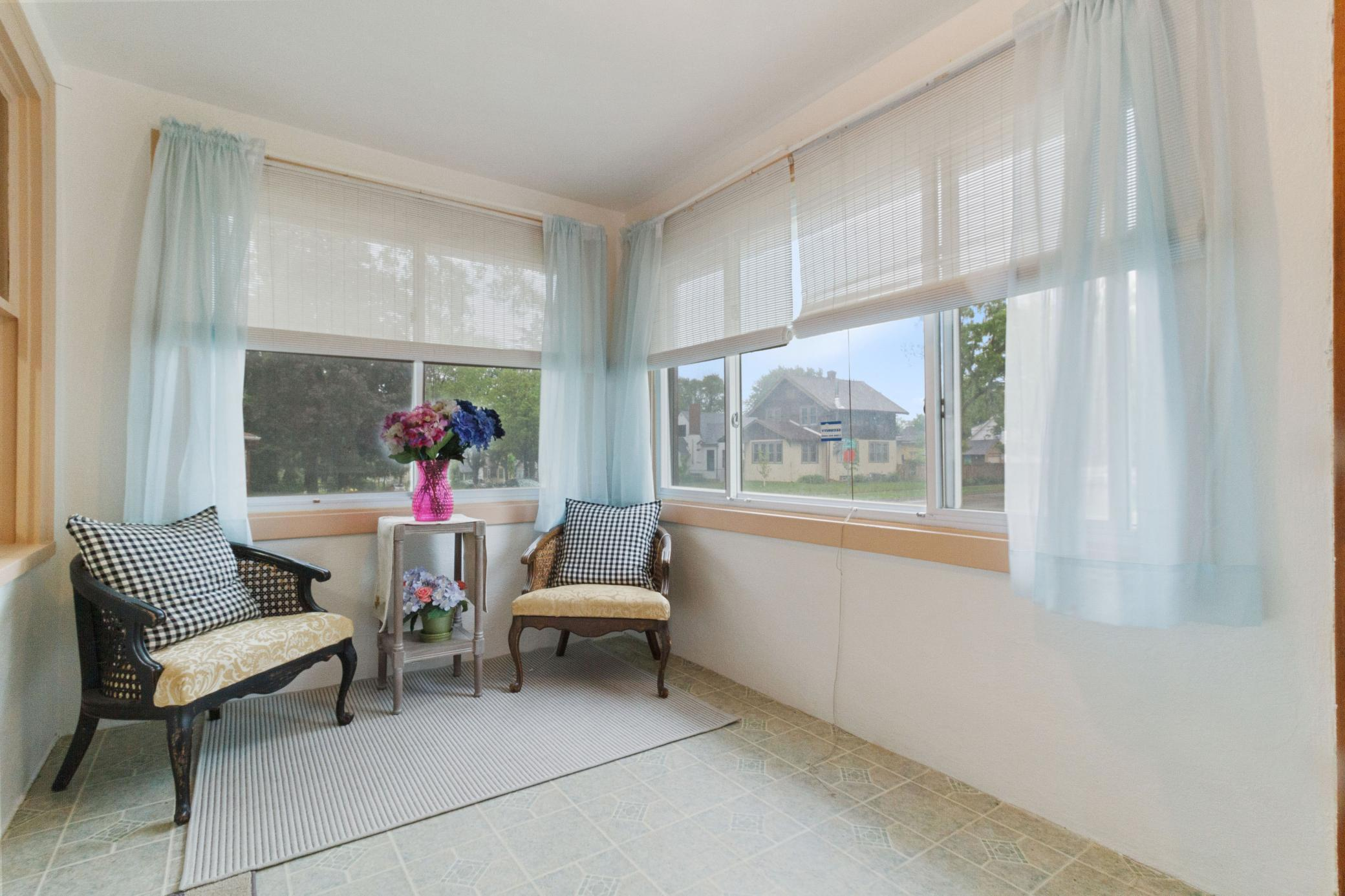 3859 Queen Avenue Property Photo