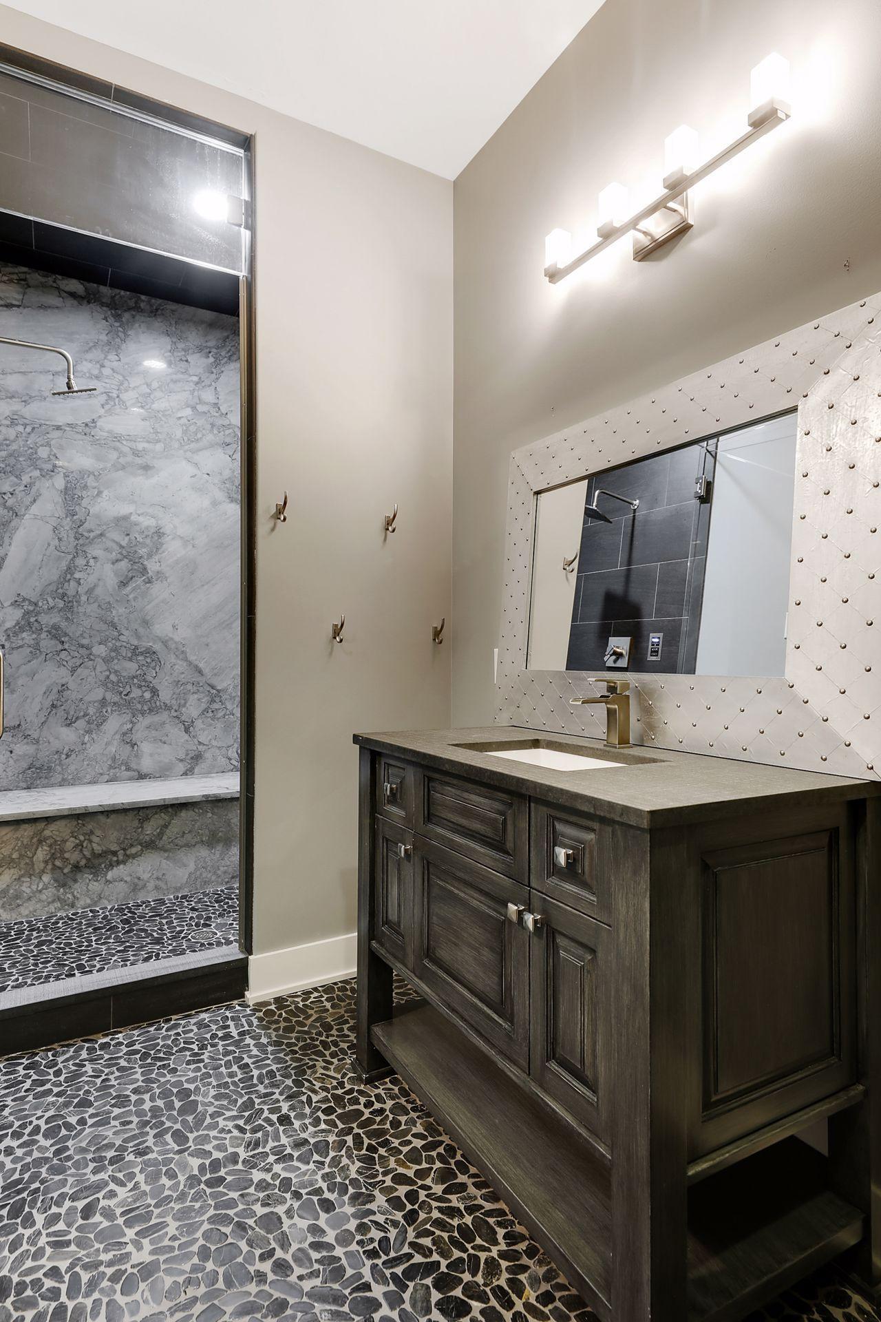 2566 Delaware Avenue Property Photo 90