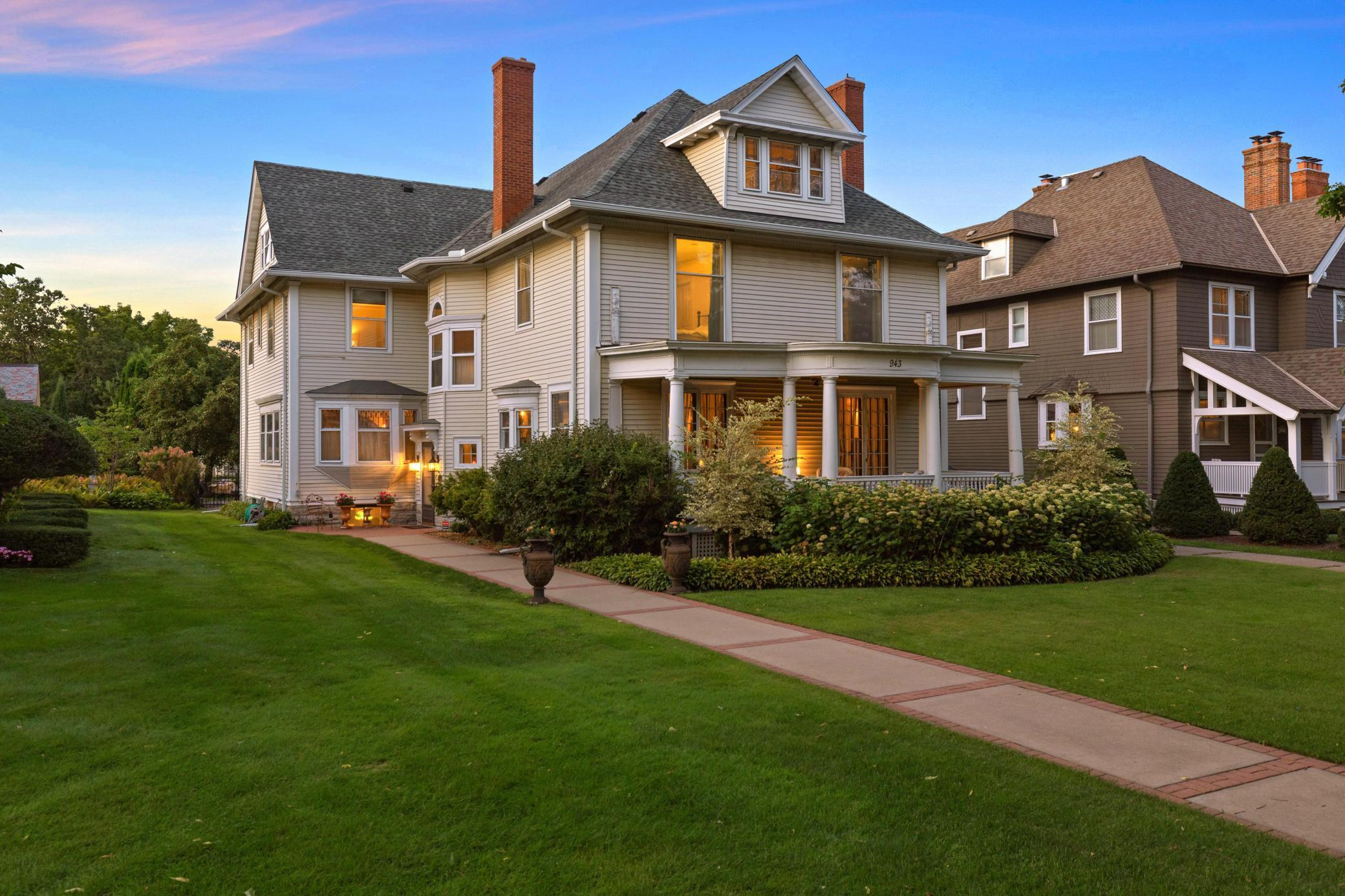 943 Summit Avenue Property Photo 1