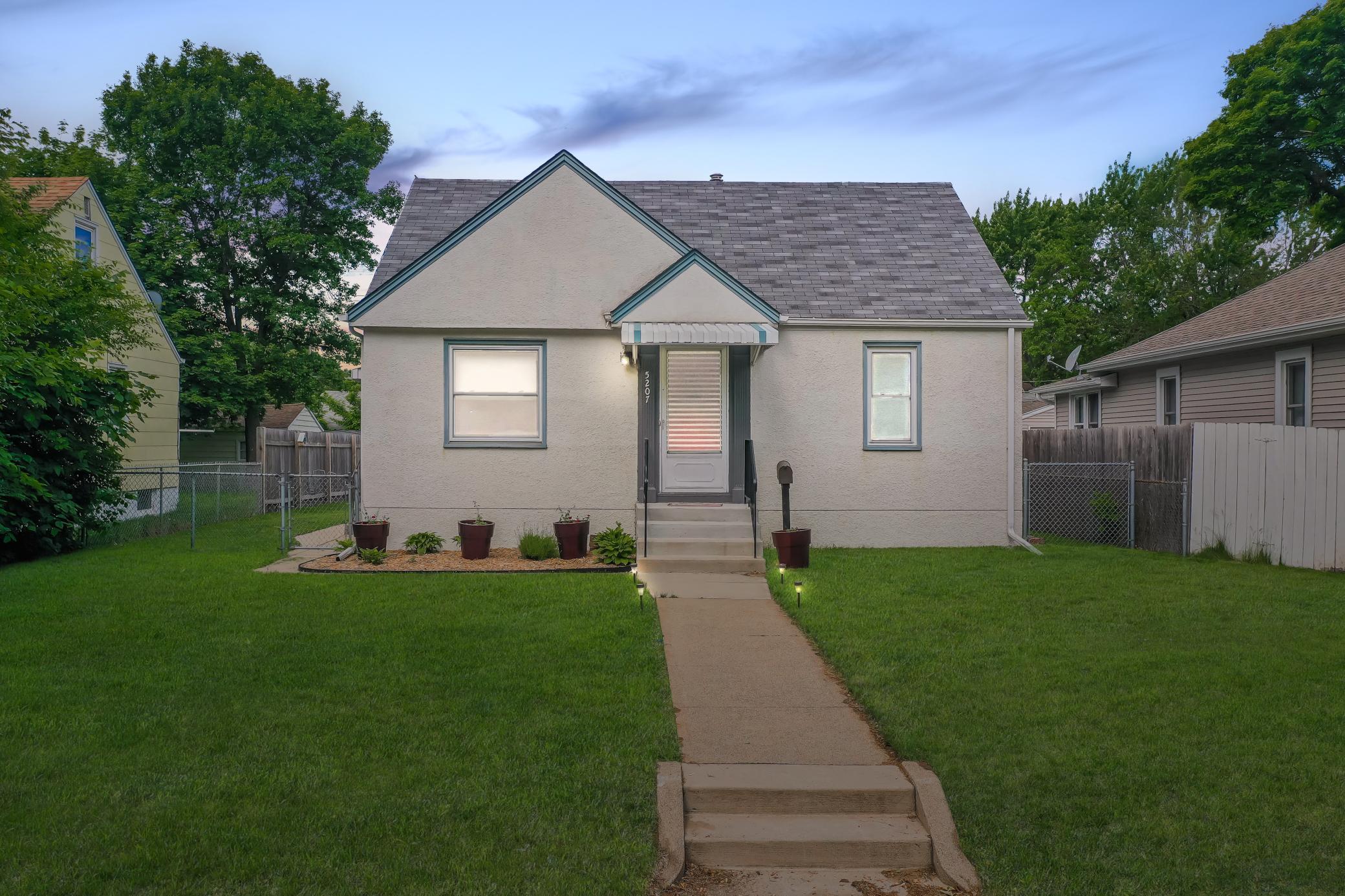 5207 Camden Avenue Property Photo