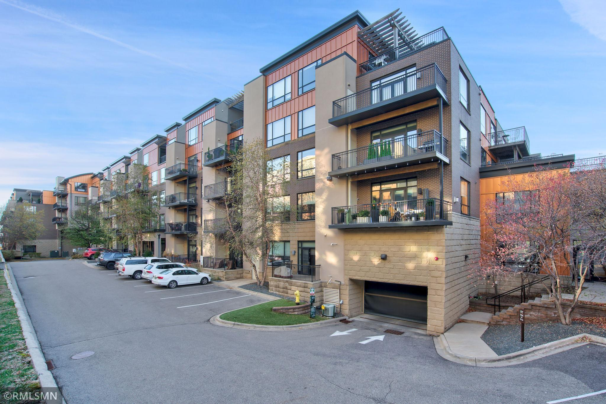 3116 W Lake Street Property Photo