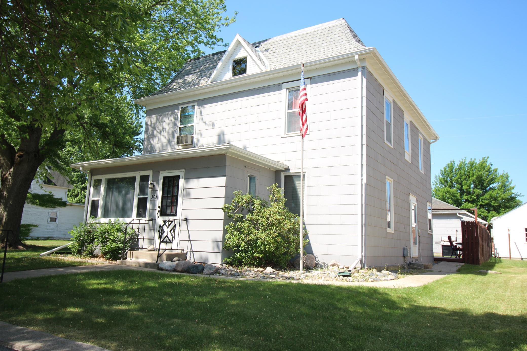 303 2nd Street Property Photo