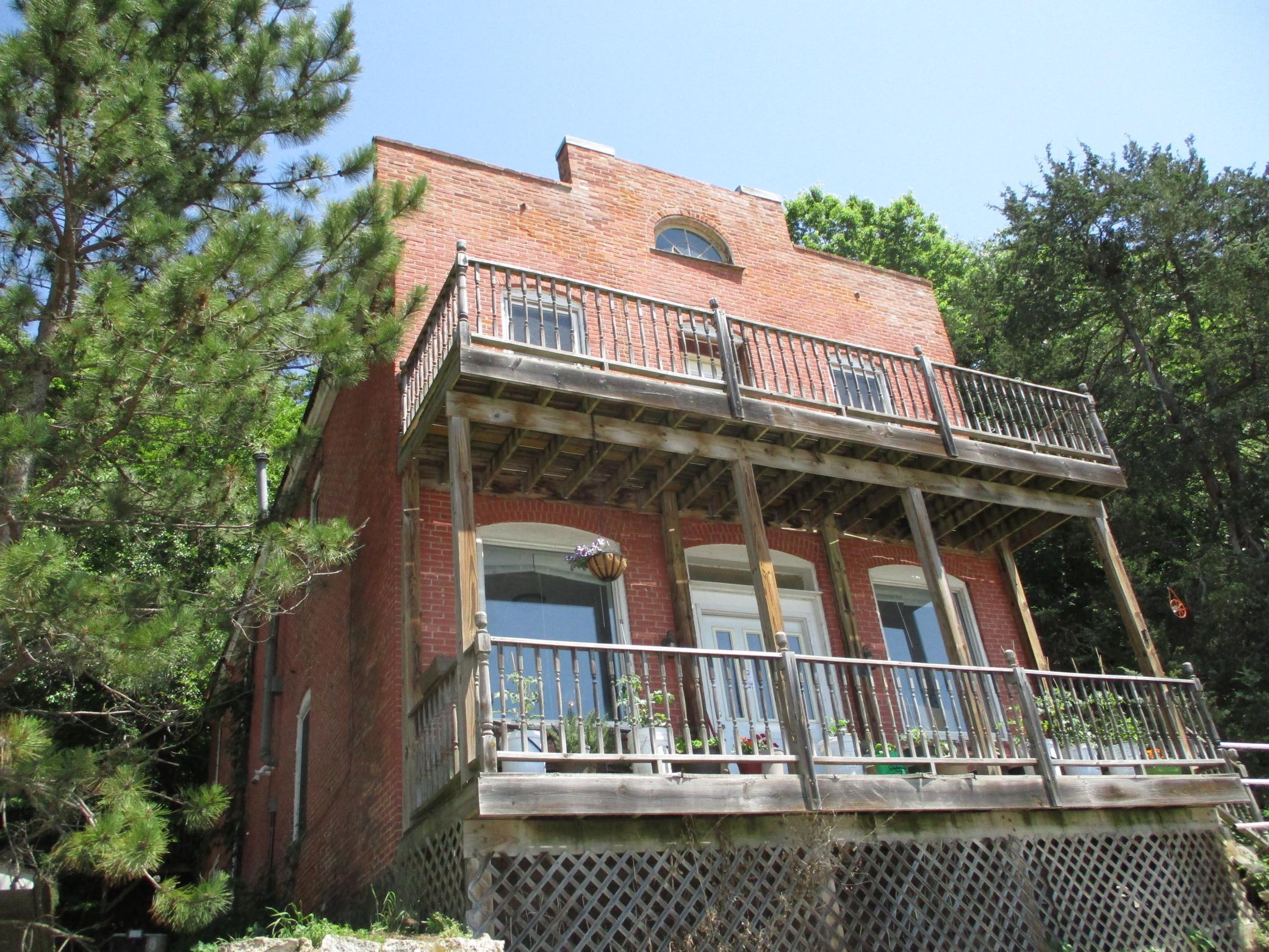 390 N Shore Drive Property Photo