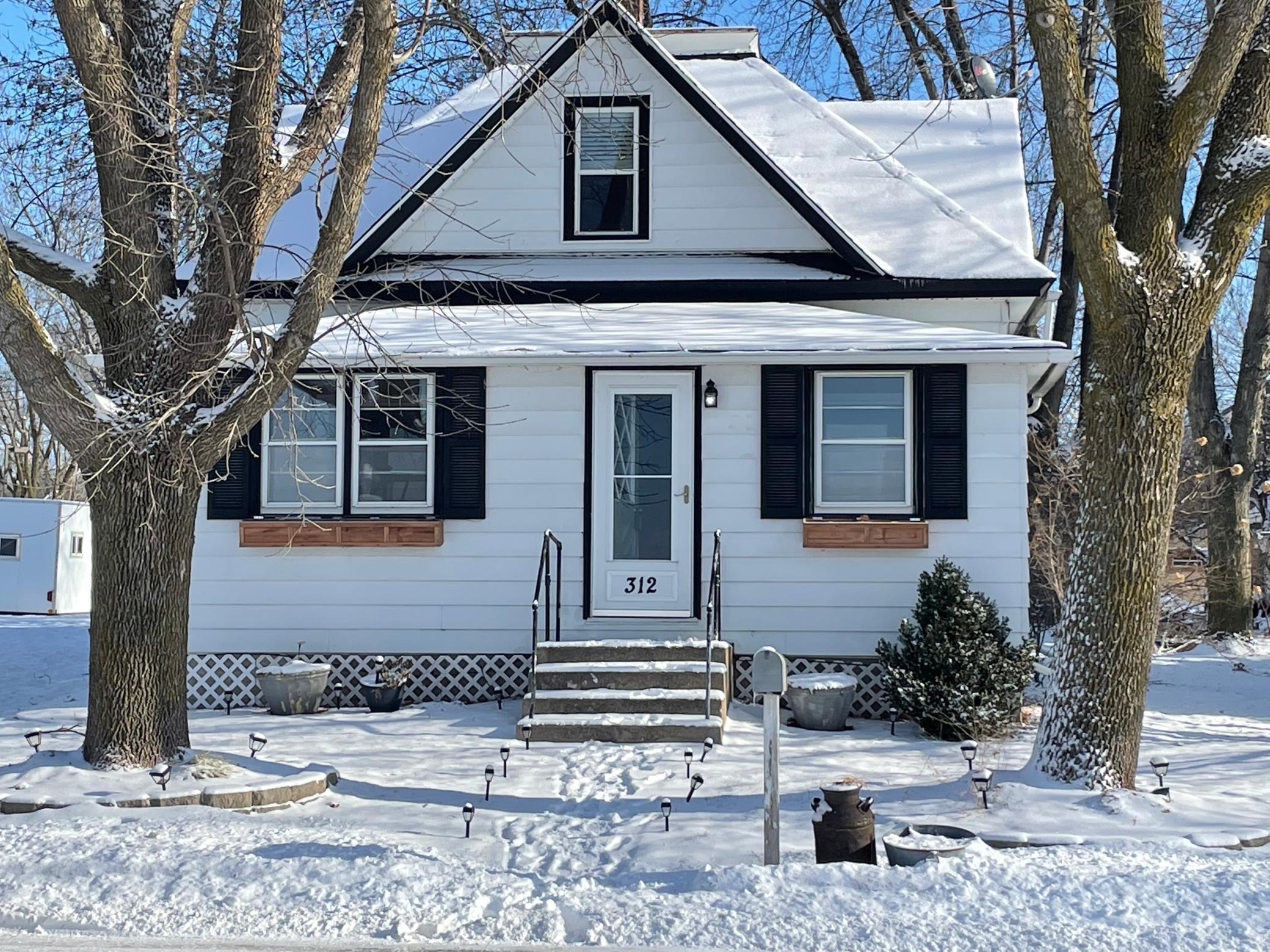 312 Bluejay Avenue Property Photo