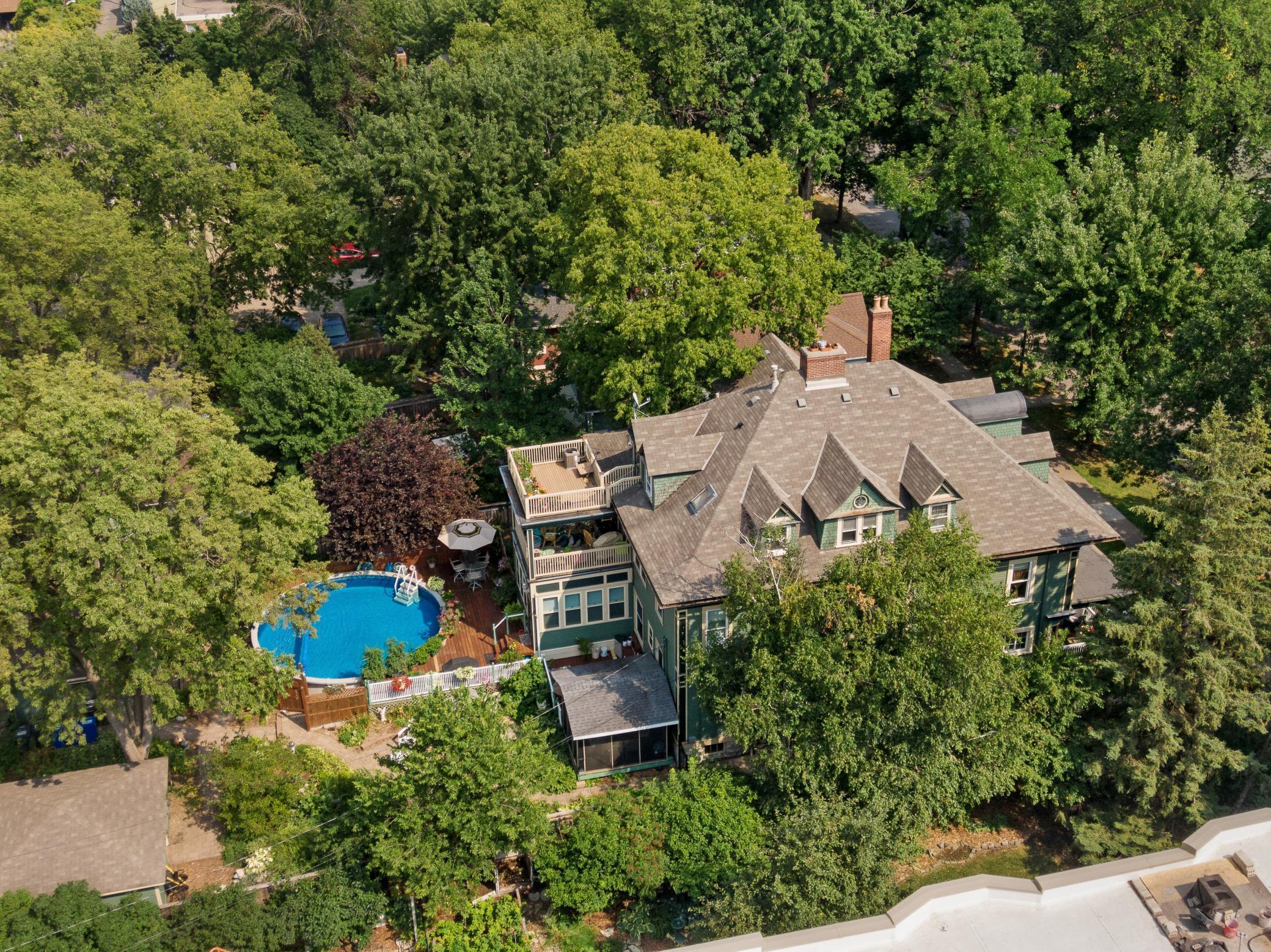 469 Laurel Avenue Property Photo 1