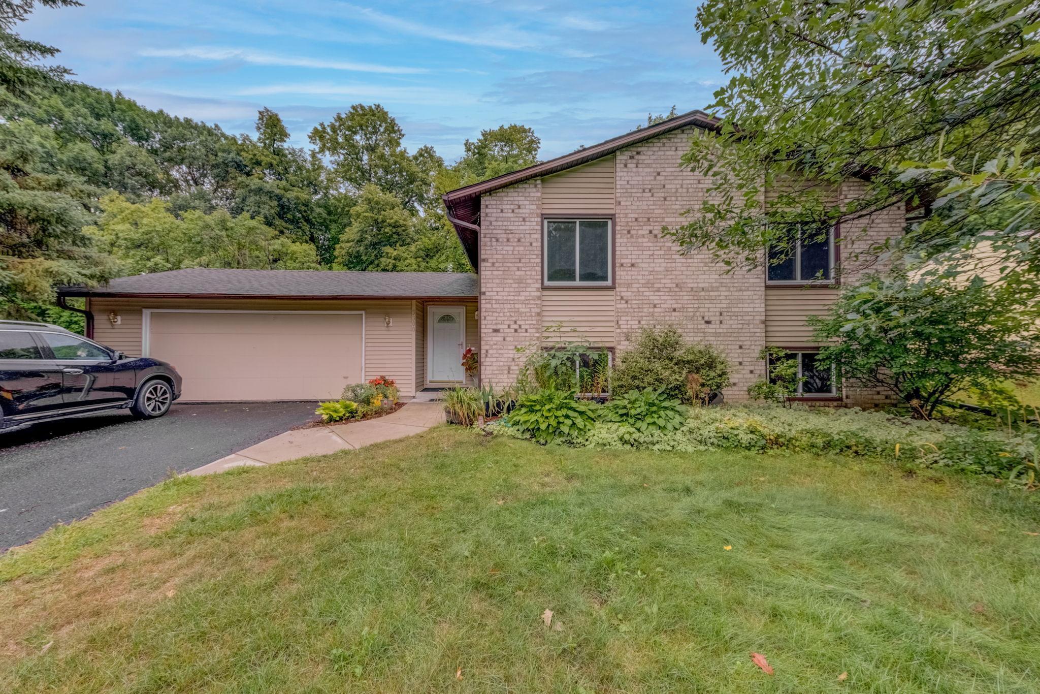 Amber Woods Real Estate Listings Main Image