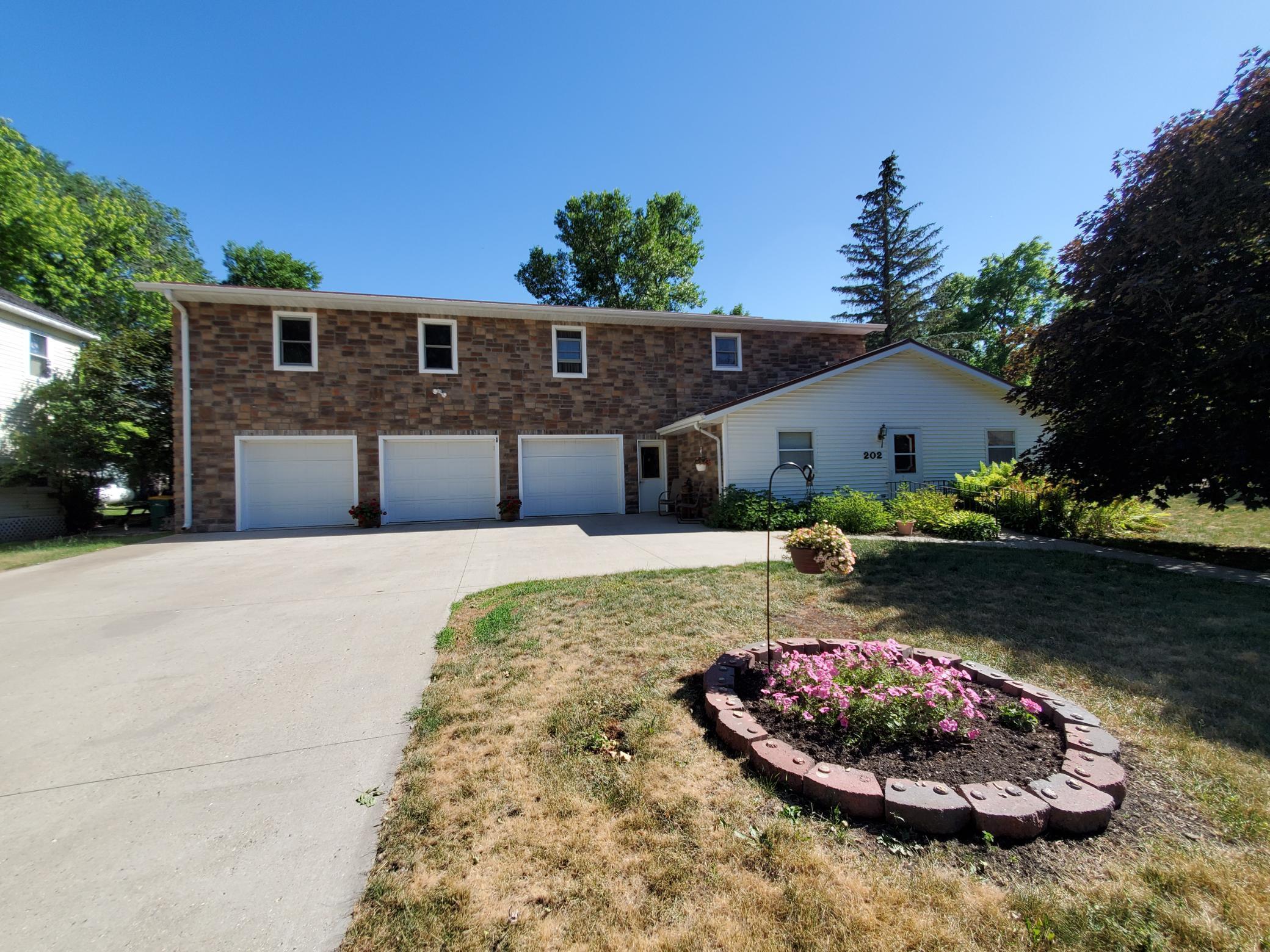 202 Bluff Street Property Photo