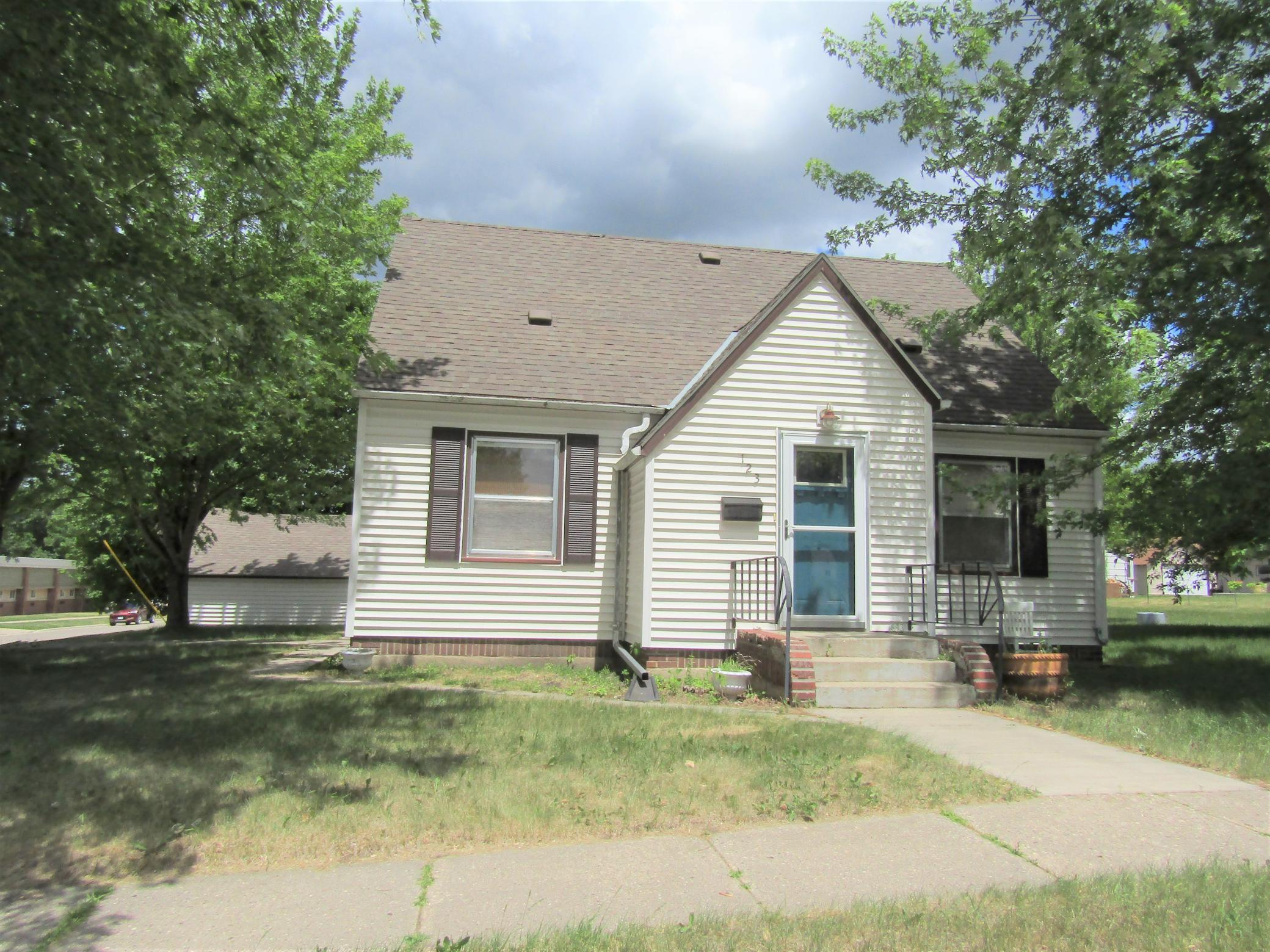 E 123 Ronning Avenue Property Photo