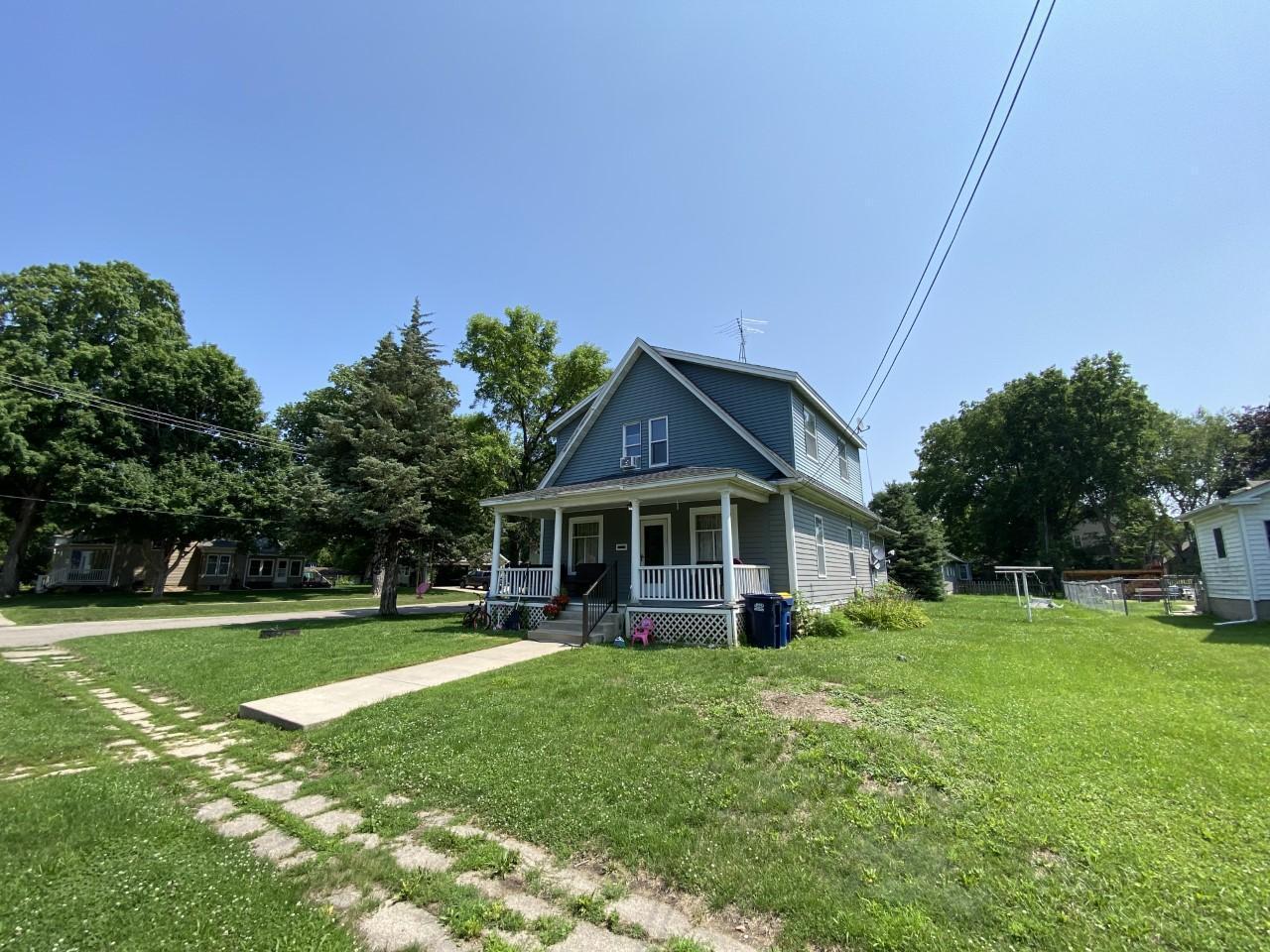 901 College Street Property Photo 1