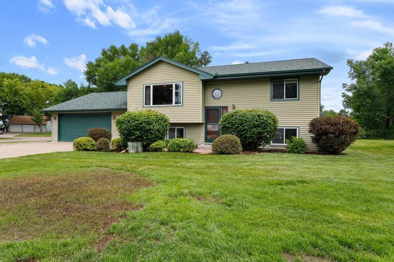 1701 Peltier Lake Drive Property Photo