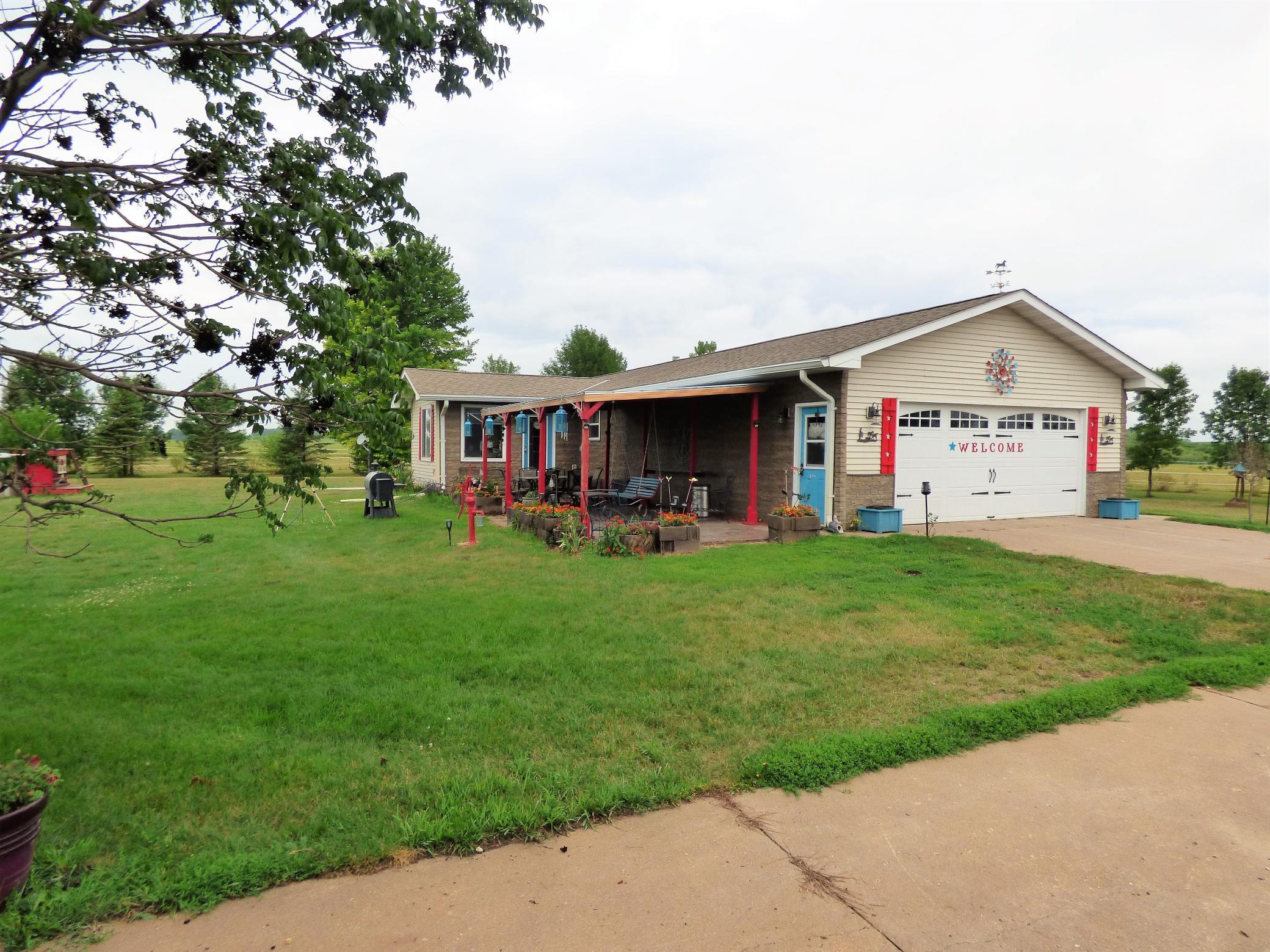 23155 Highway 7 Property Photo