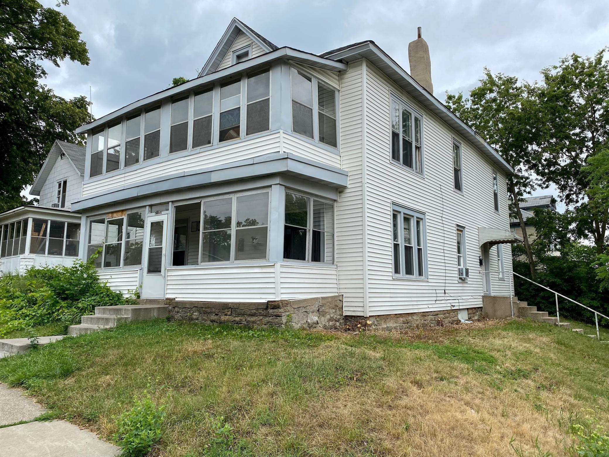 2100 Irving Avenue Property Photo