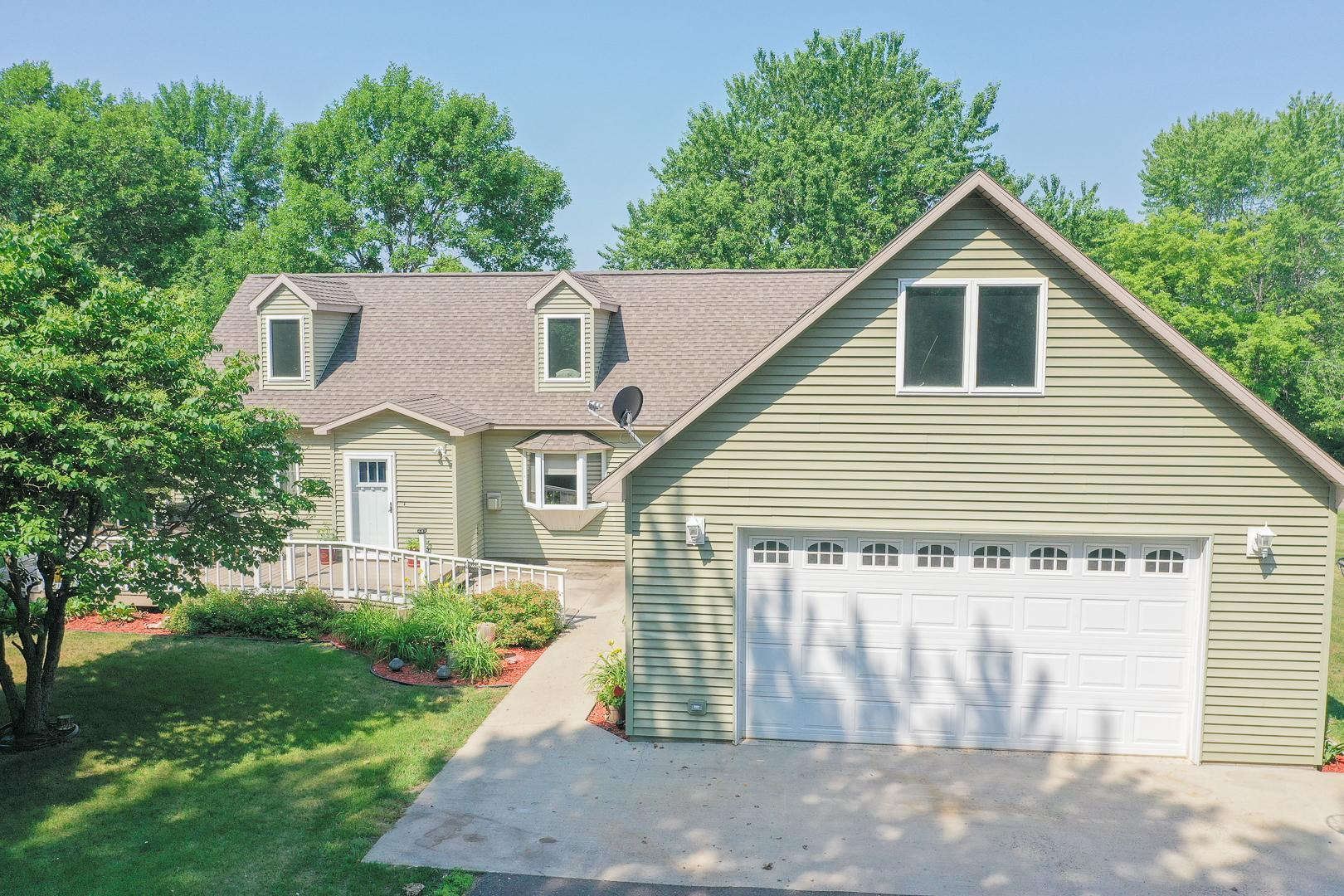 910 Meadowlark Drive Property Photo 1