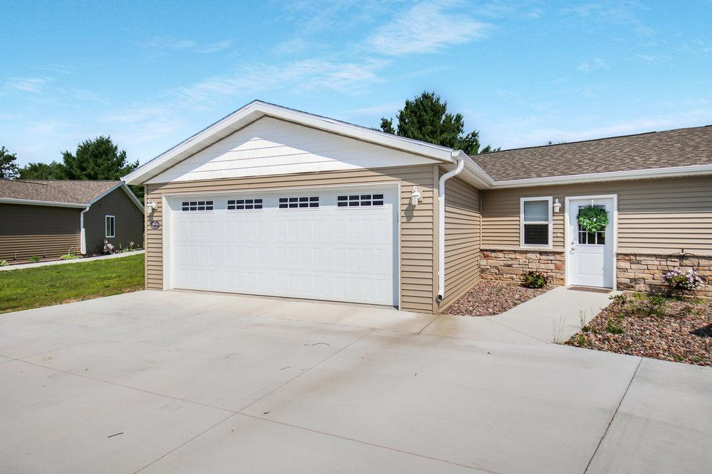 7155 Real Estate Listings Main Image