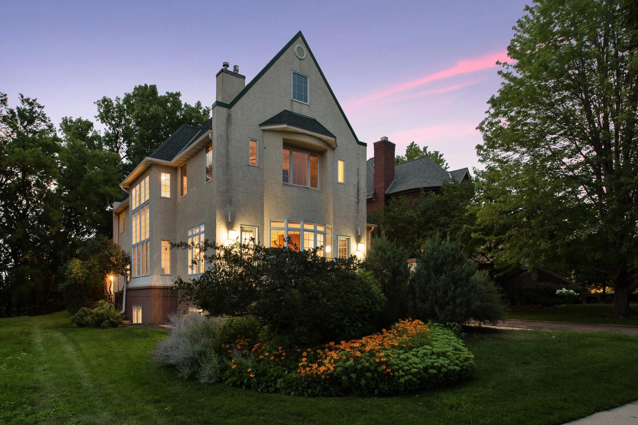 1708 Kenwood Parkway Property Photo