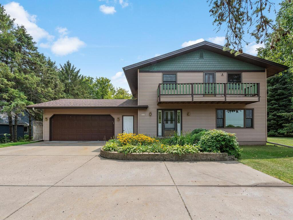 1600 Peltier Lake Drive Property Photo