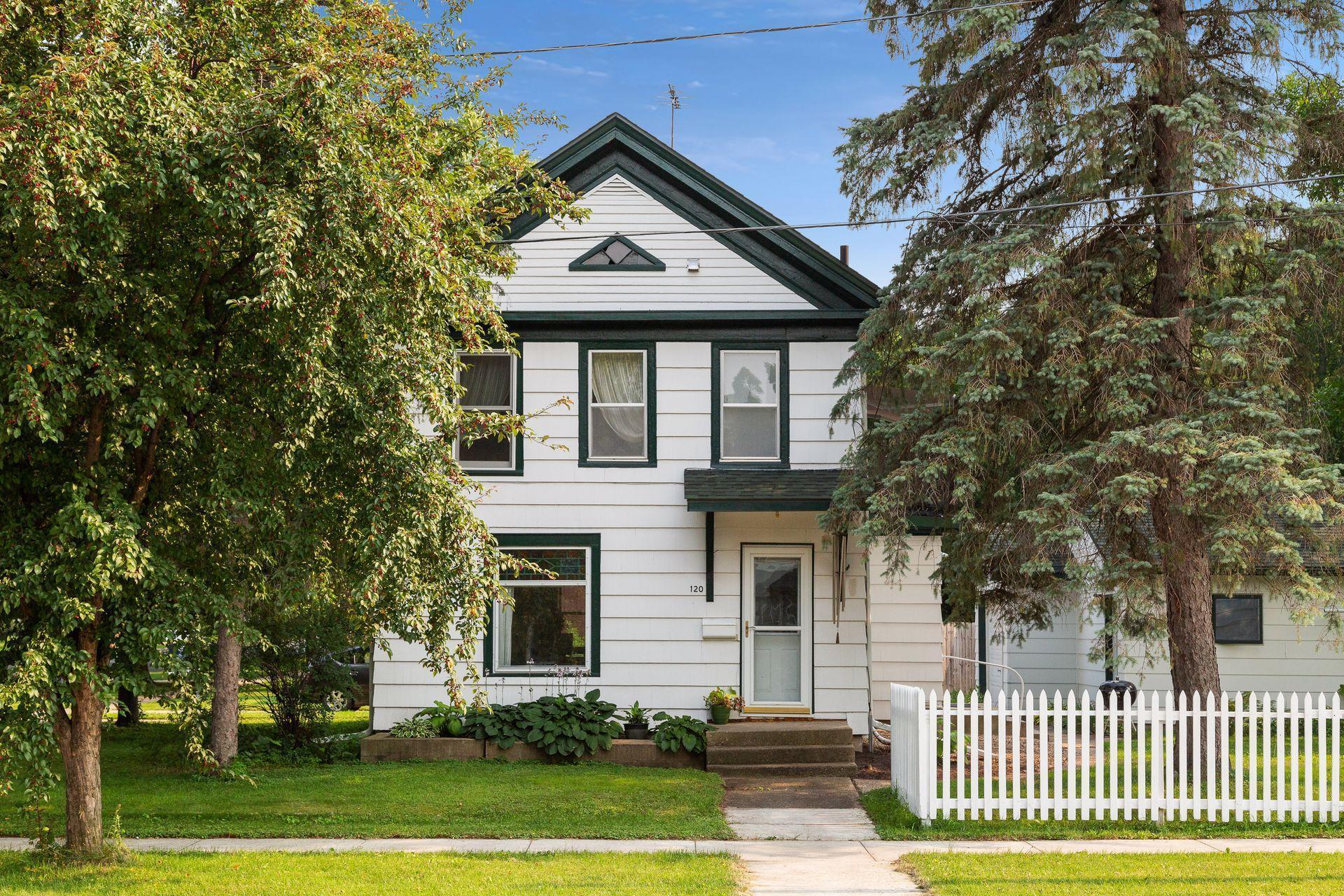 120 Woodley Street E Property Photo 1