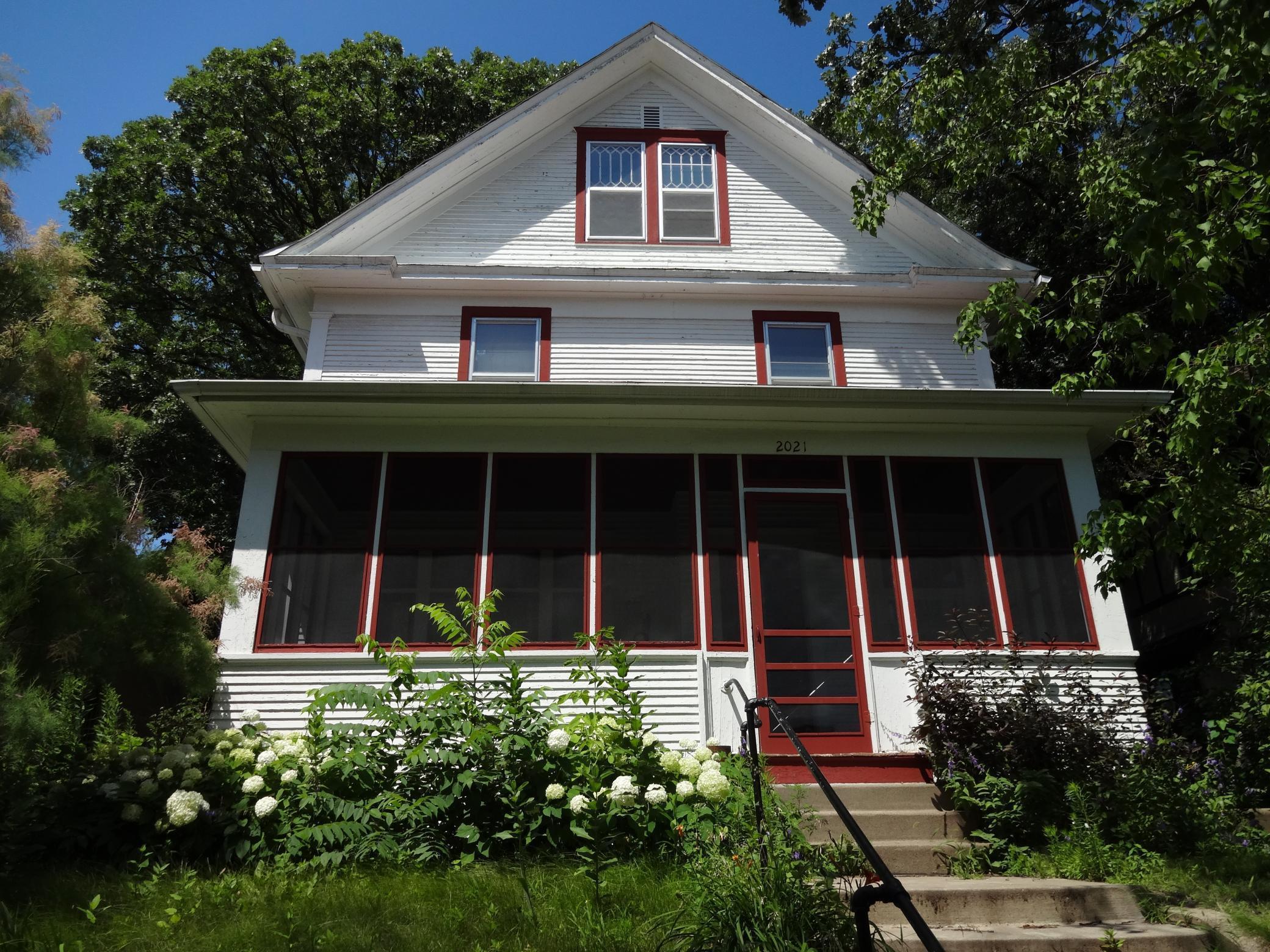 E 2021 Franklin Avenue Property Photo