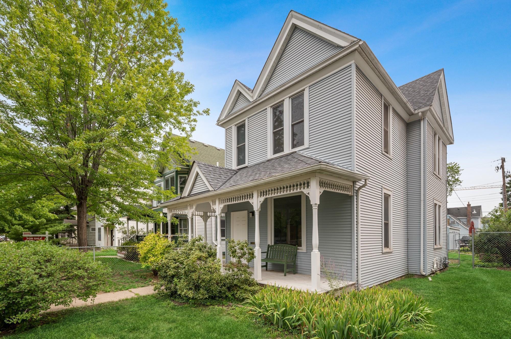 2937 Harriet Avenue Property Photo