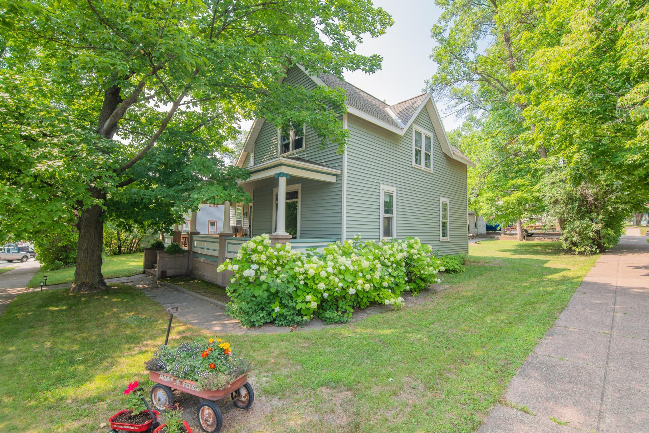 E 250 Oak Street Property Photo