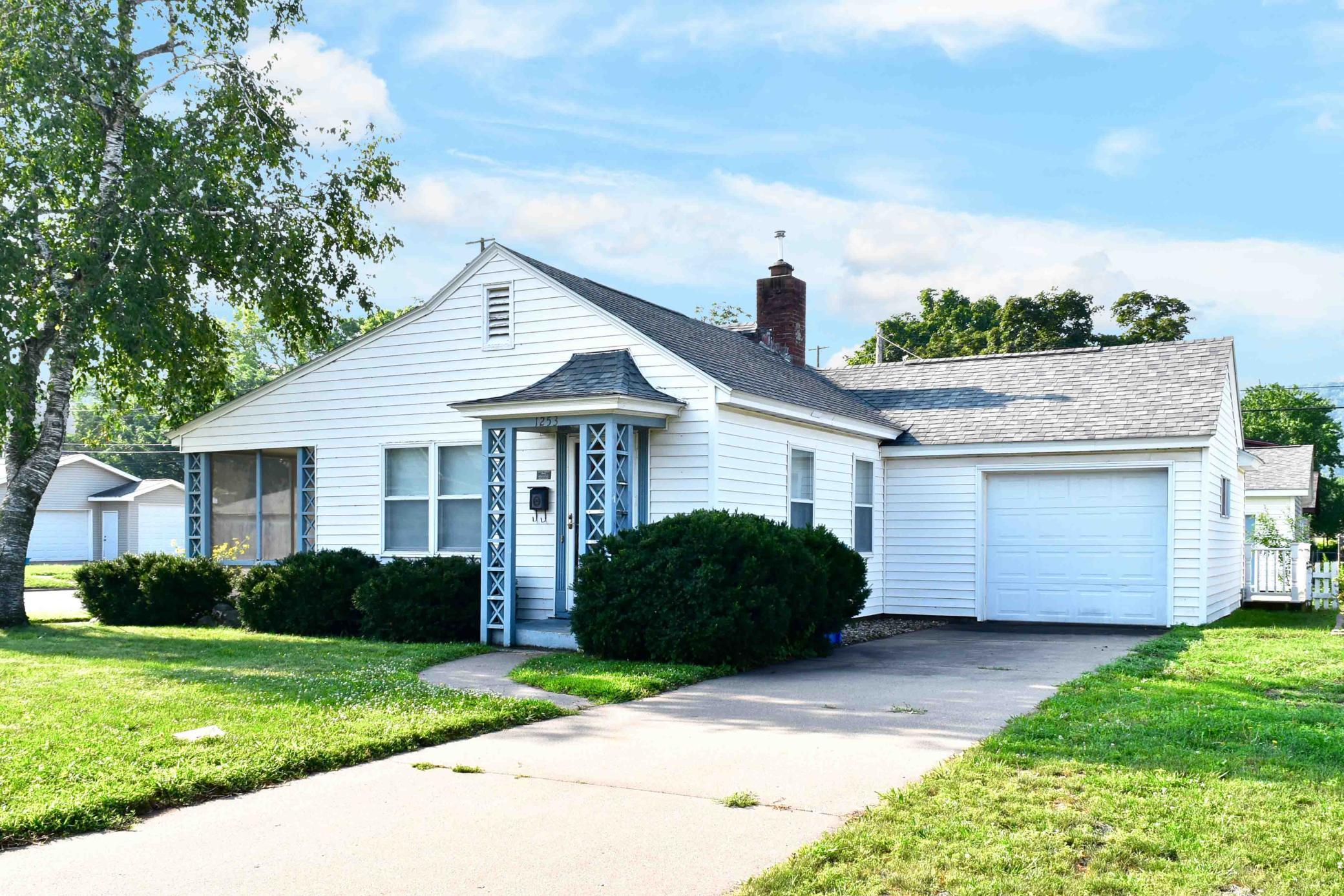 W 1253 5th Street Property Photo 1