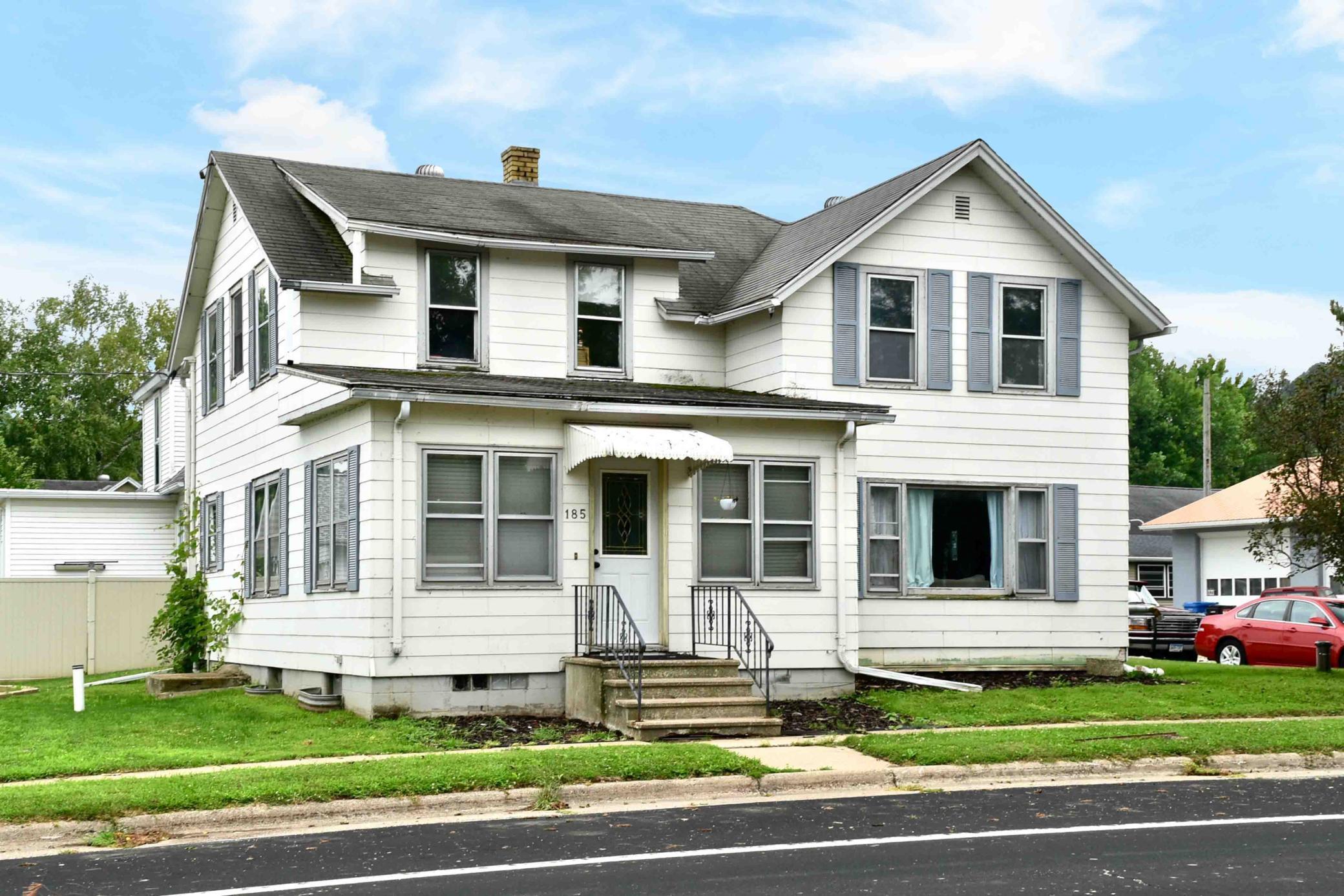 185 Center Street Property Photo 1