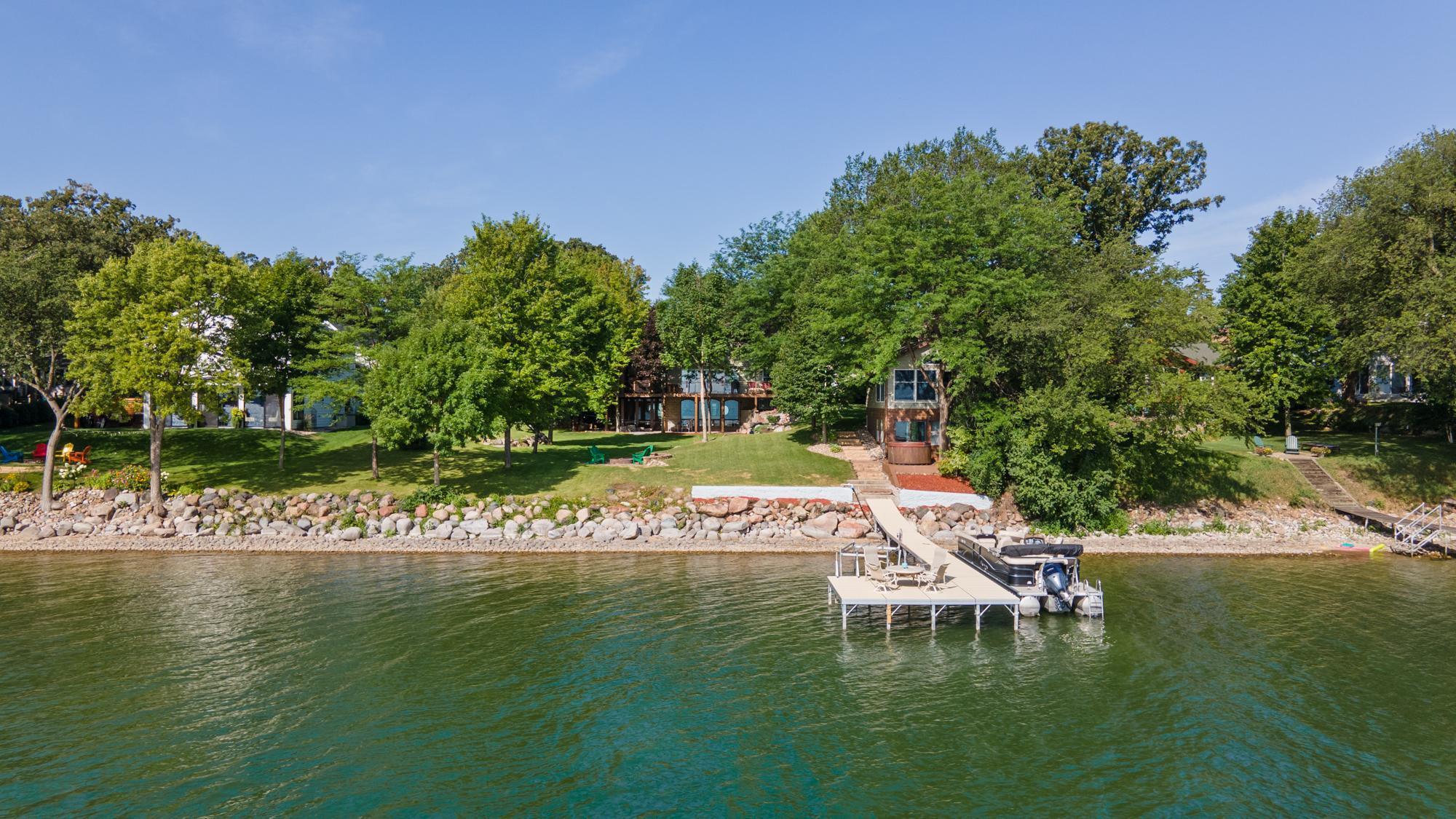 215 Lake Ave North Property Photo