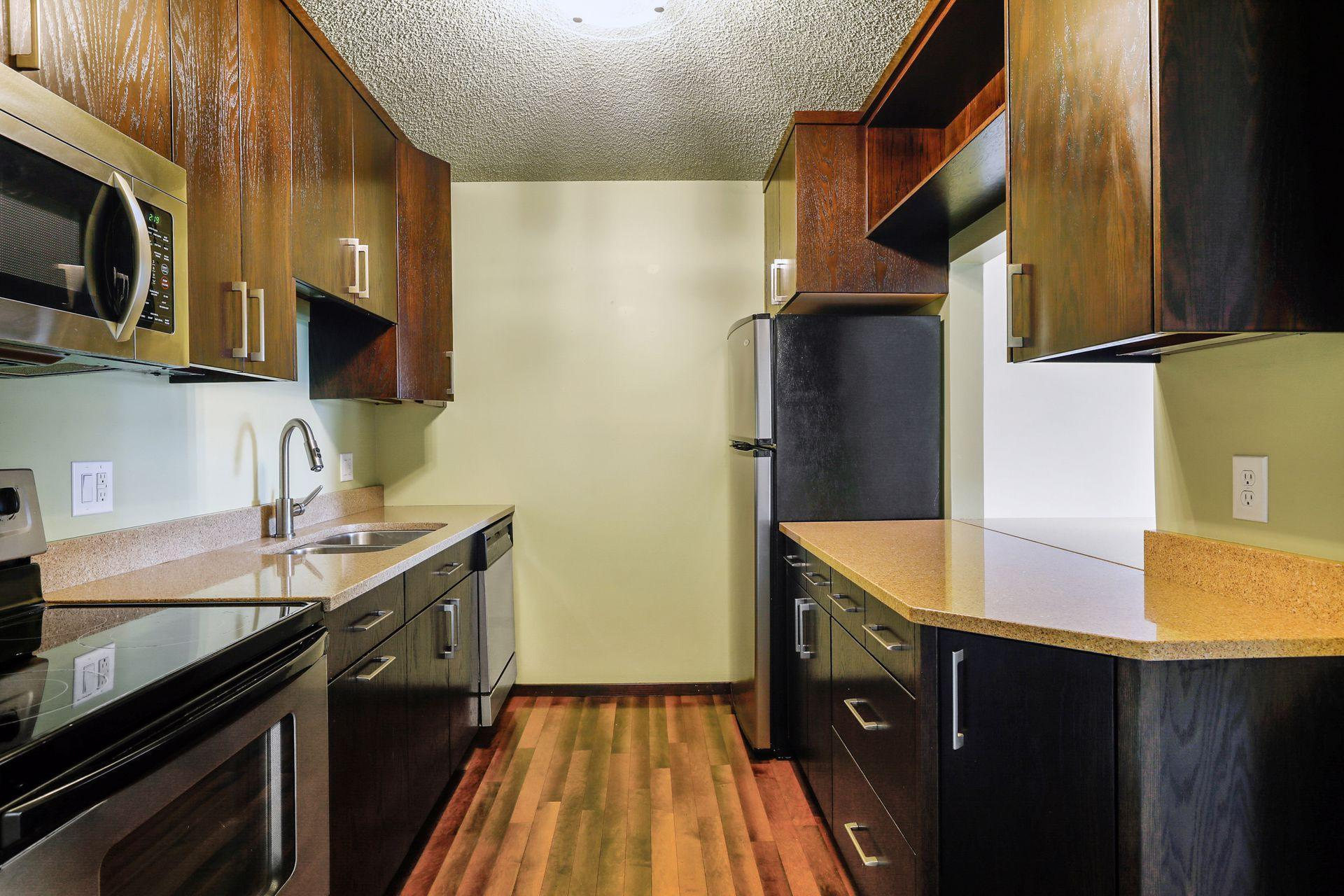 2425 E Franklin Avenue Property Photo