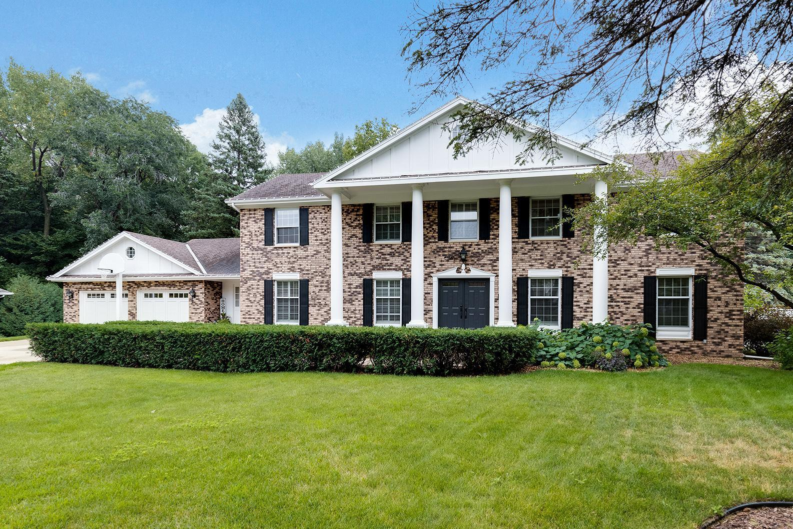 1024 Oak Terrace Drive Property Photo