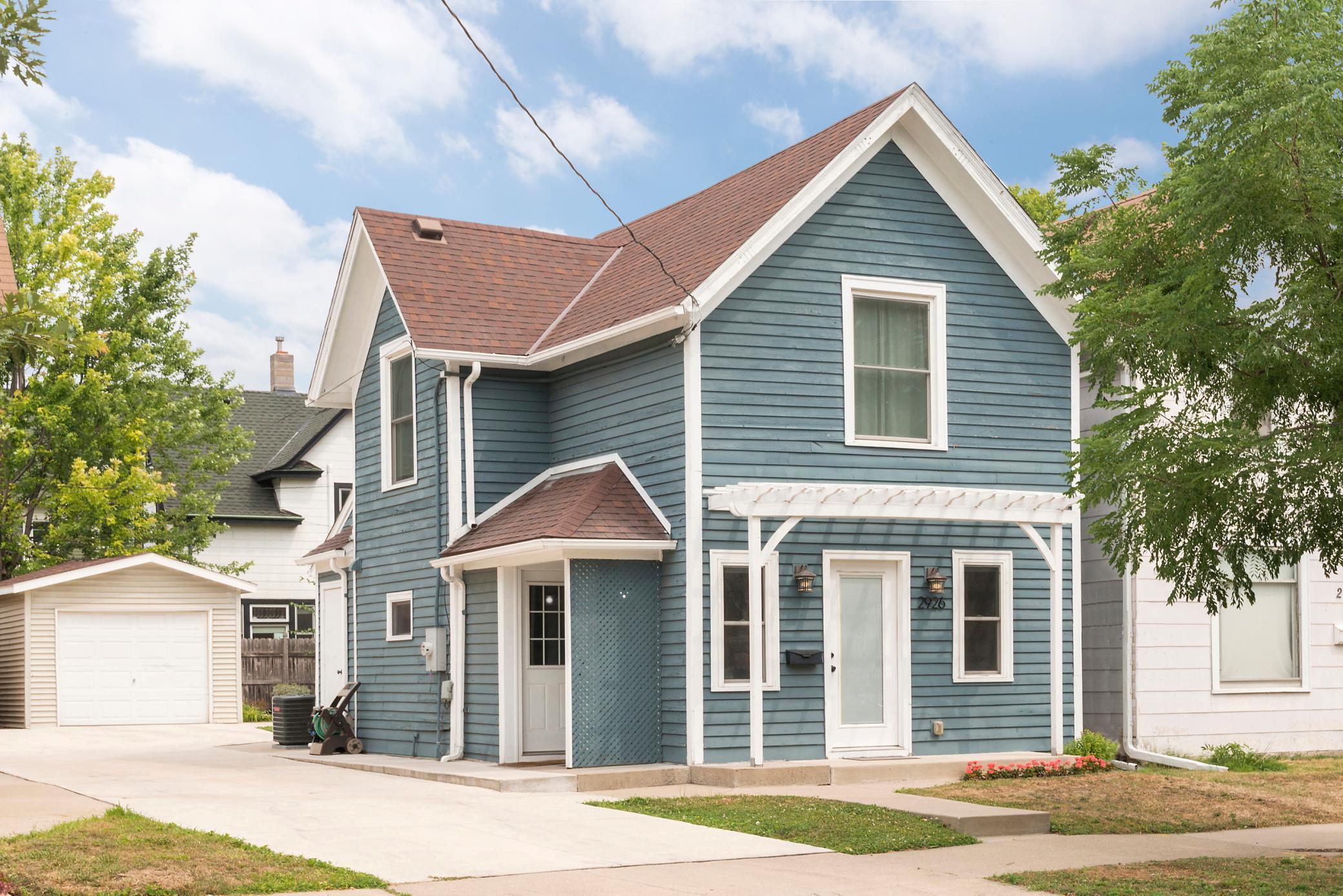 2926 E 25th Street Property Photo