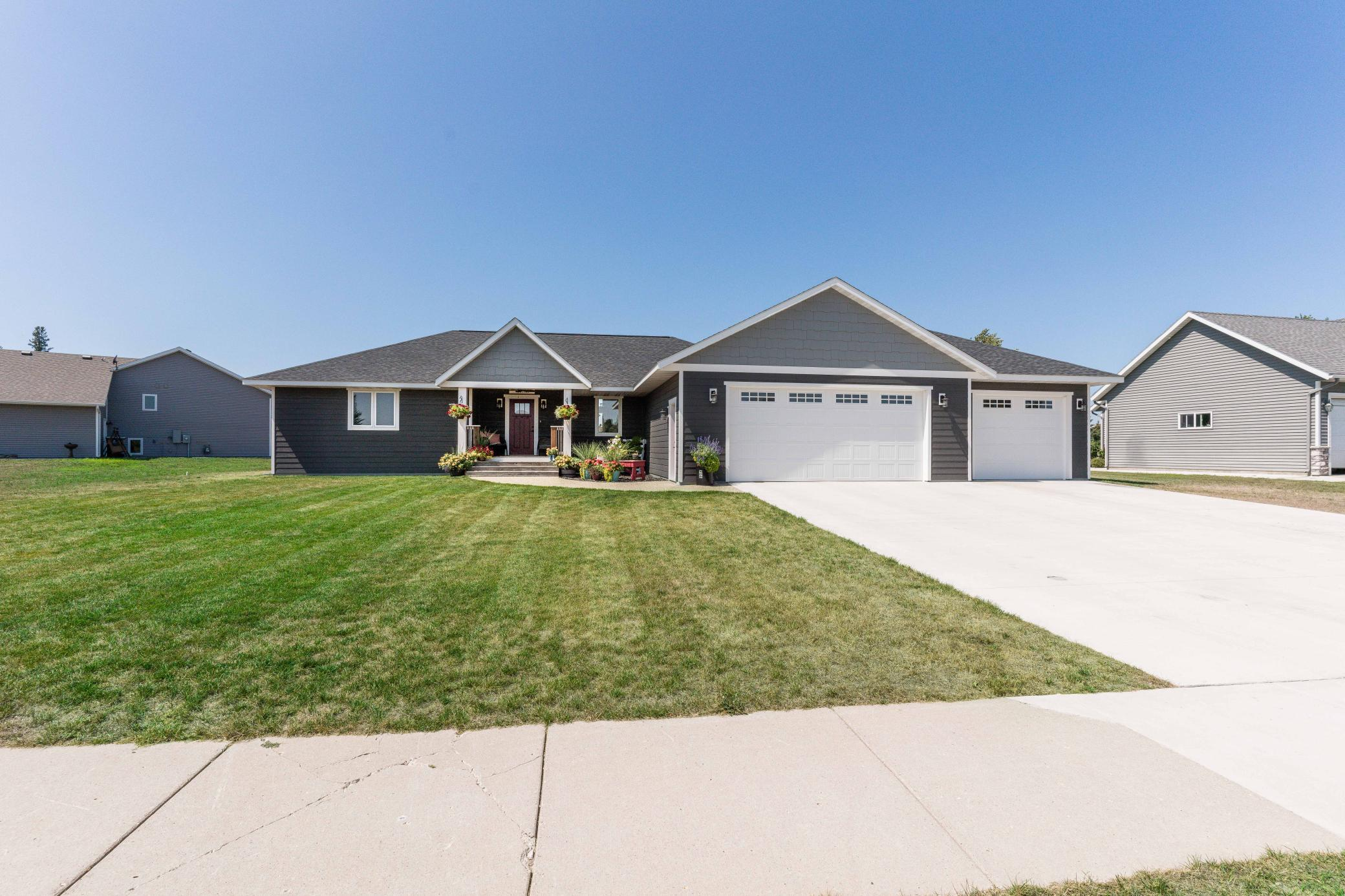 908 Curt Felt Drive Property Photo 1