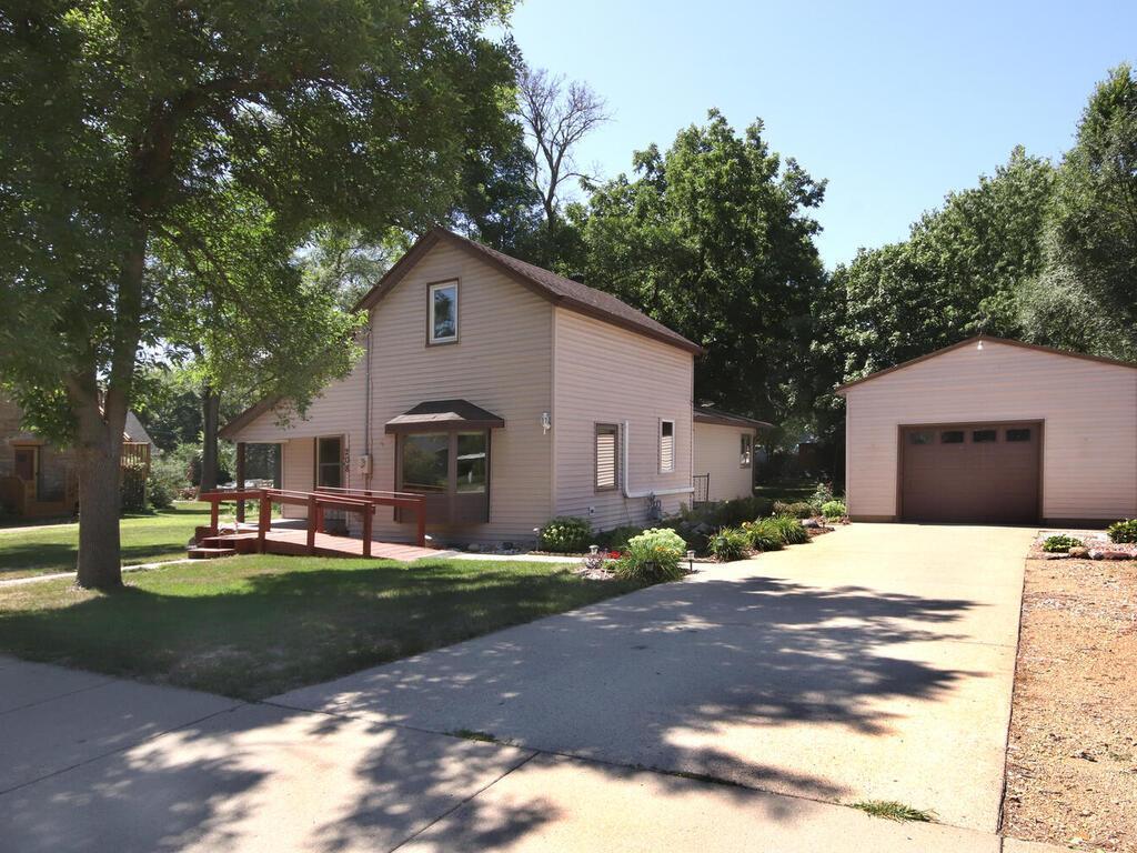 208 2nd Street Property Photo