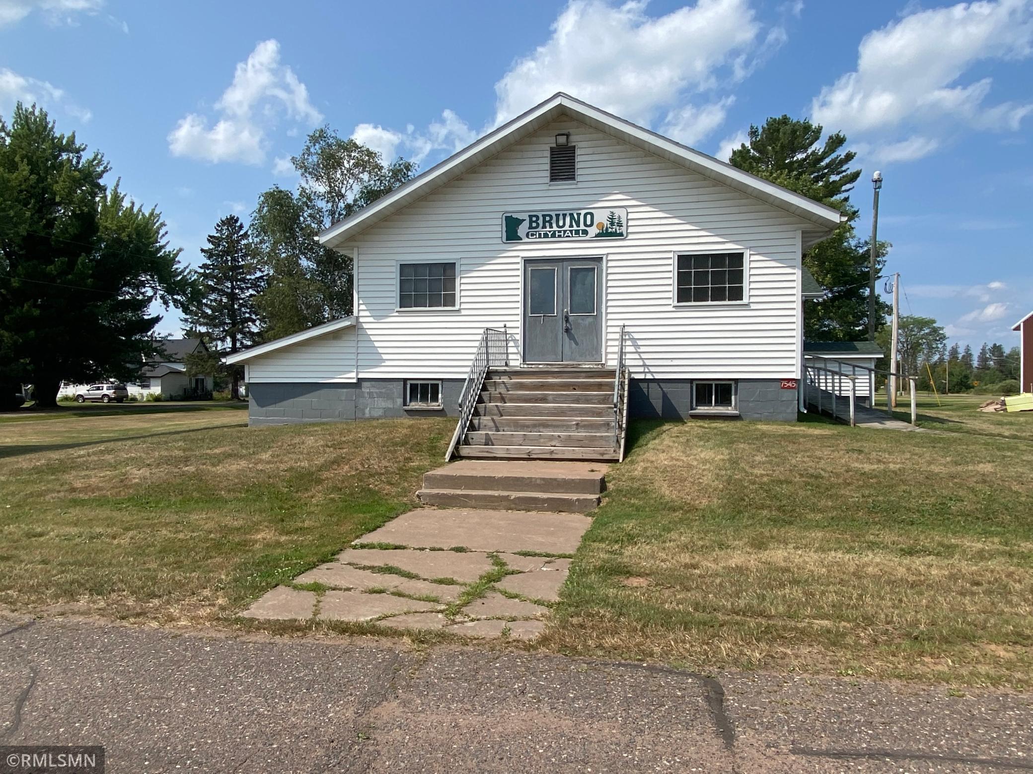 7545 Pine Street Property Photo