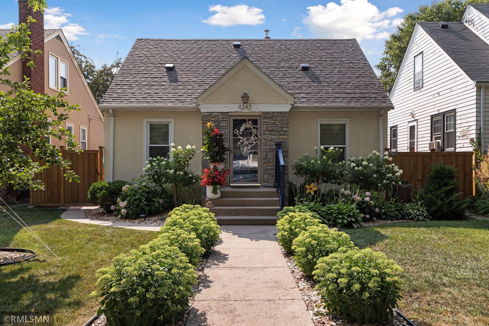4242 Oakland Avenue Property Photo