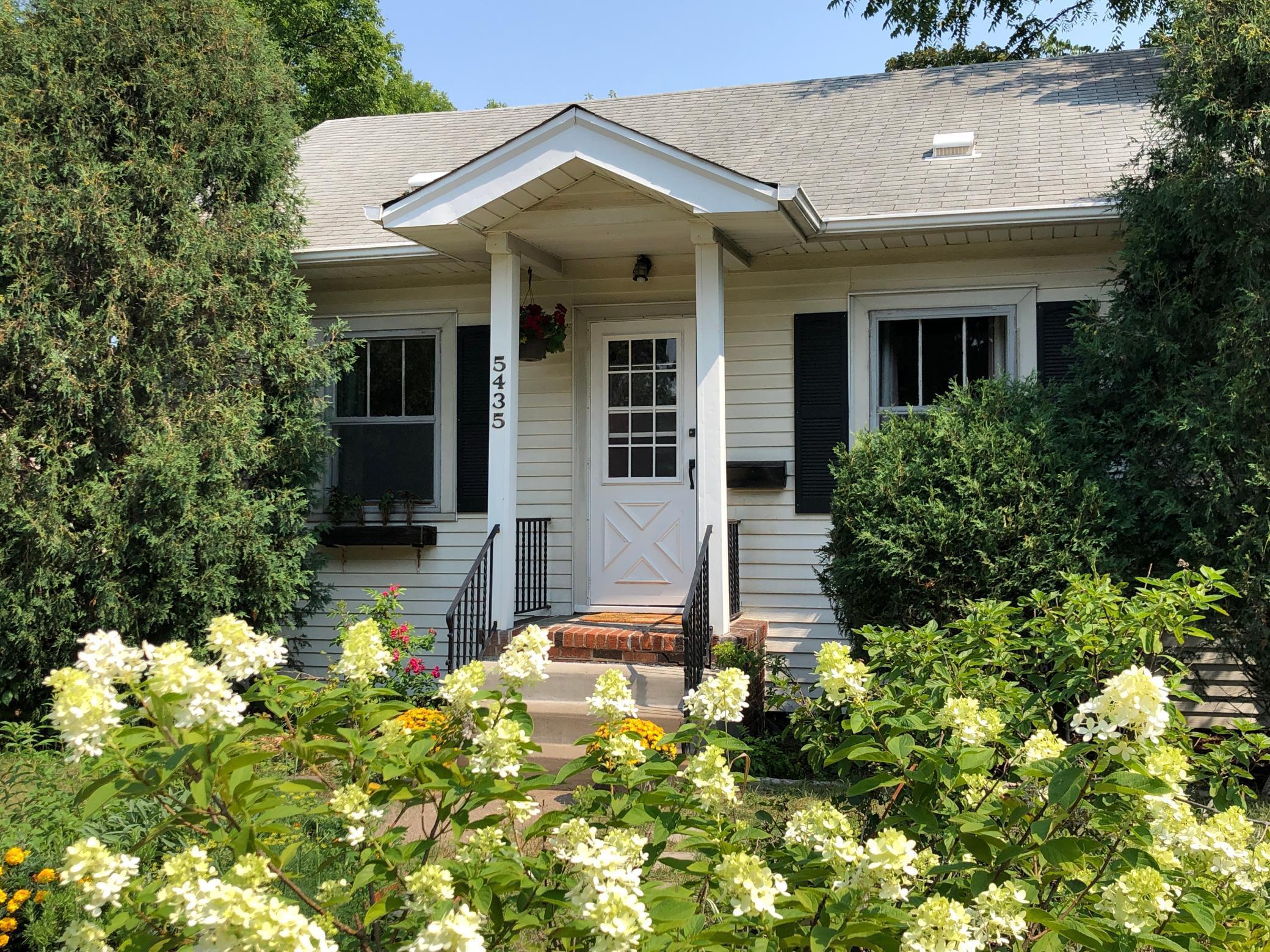 5435 Xerxes Avenue Property Photo