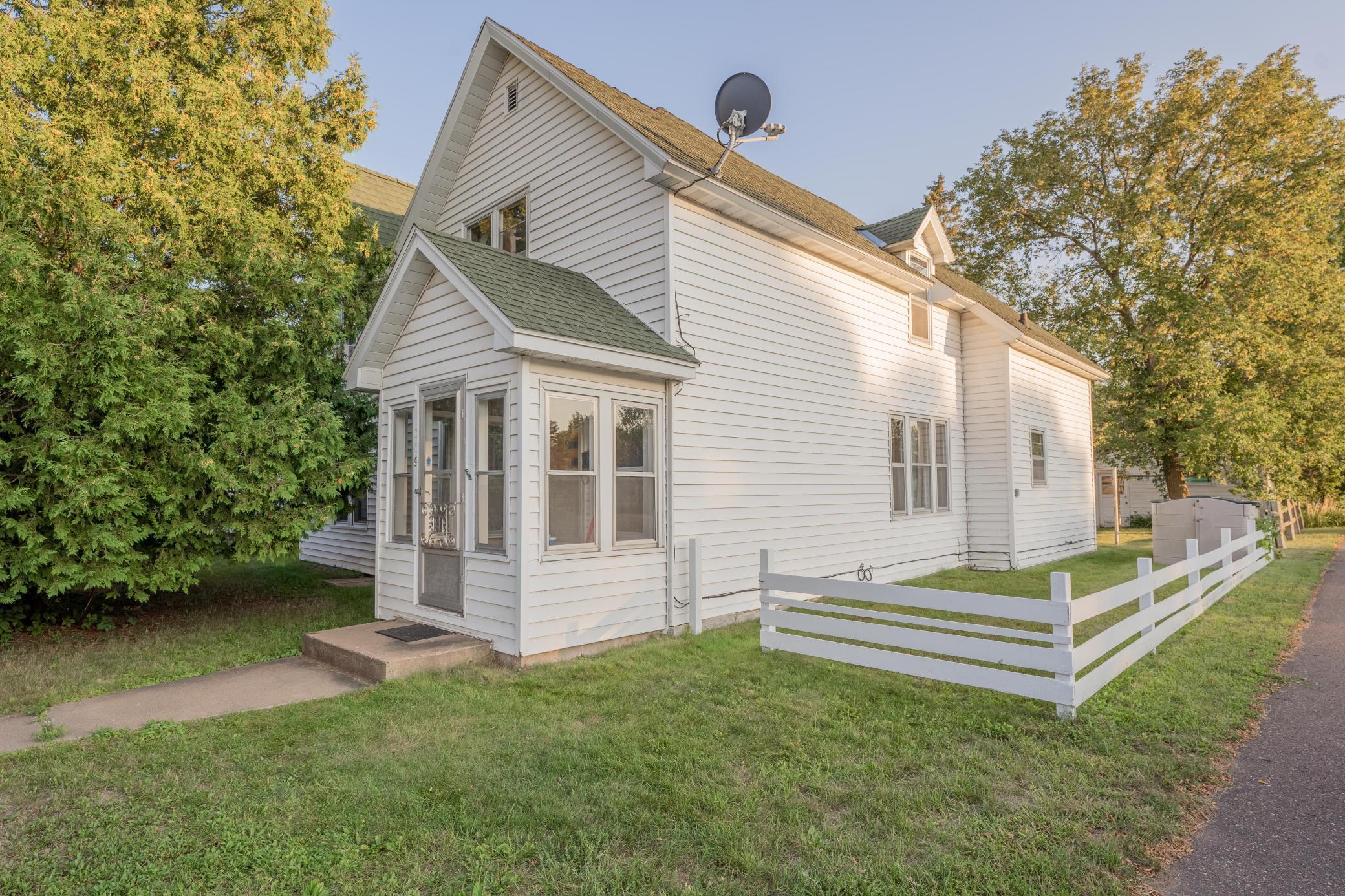 309 Oak Street Property Photo