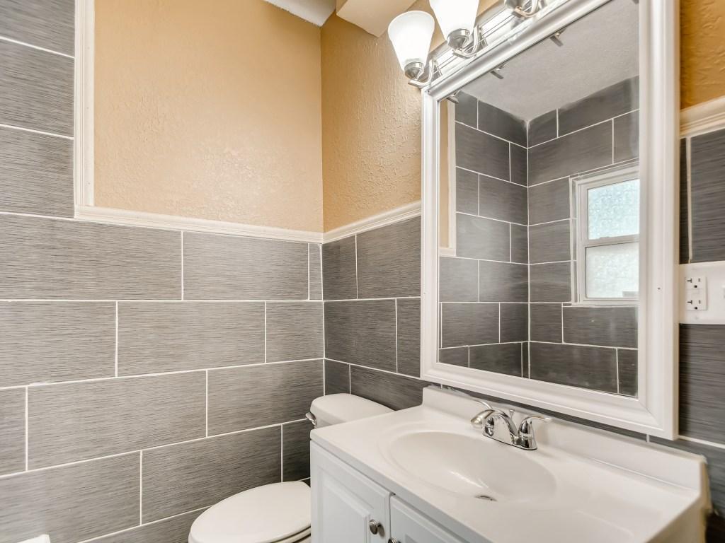 2210 Aldrich Avenue Property Photo